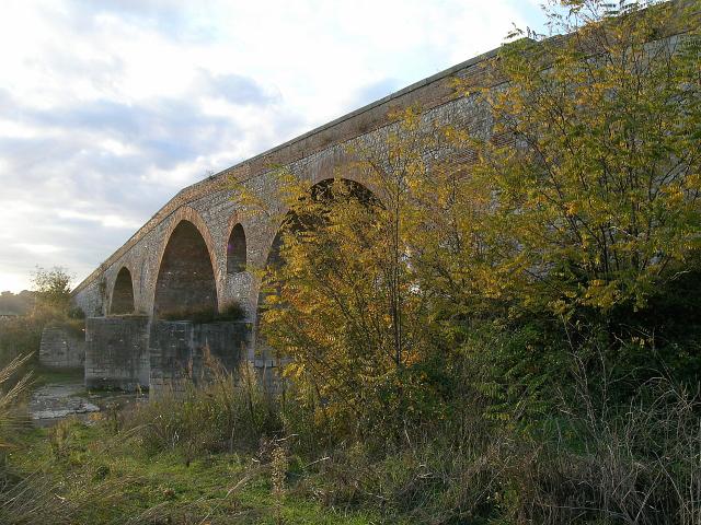 File benevento bn 2006 il ponte valentino sul fiume calore 22602421736 jpg wikipedia - Il giardino sul fiume ...