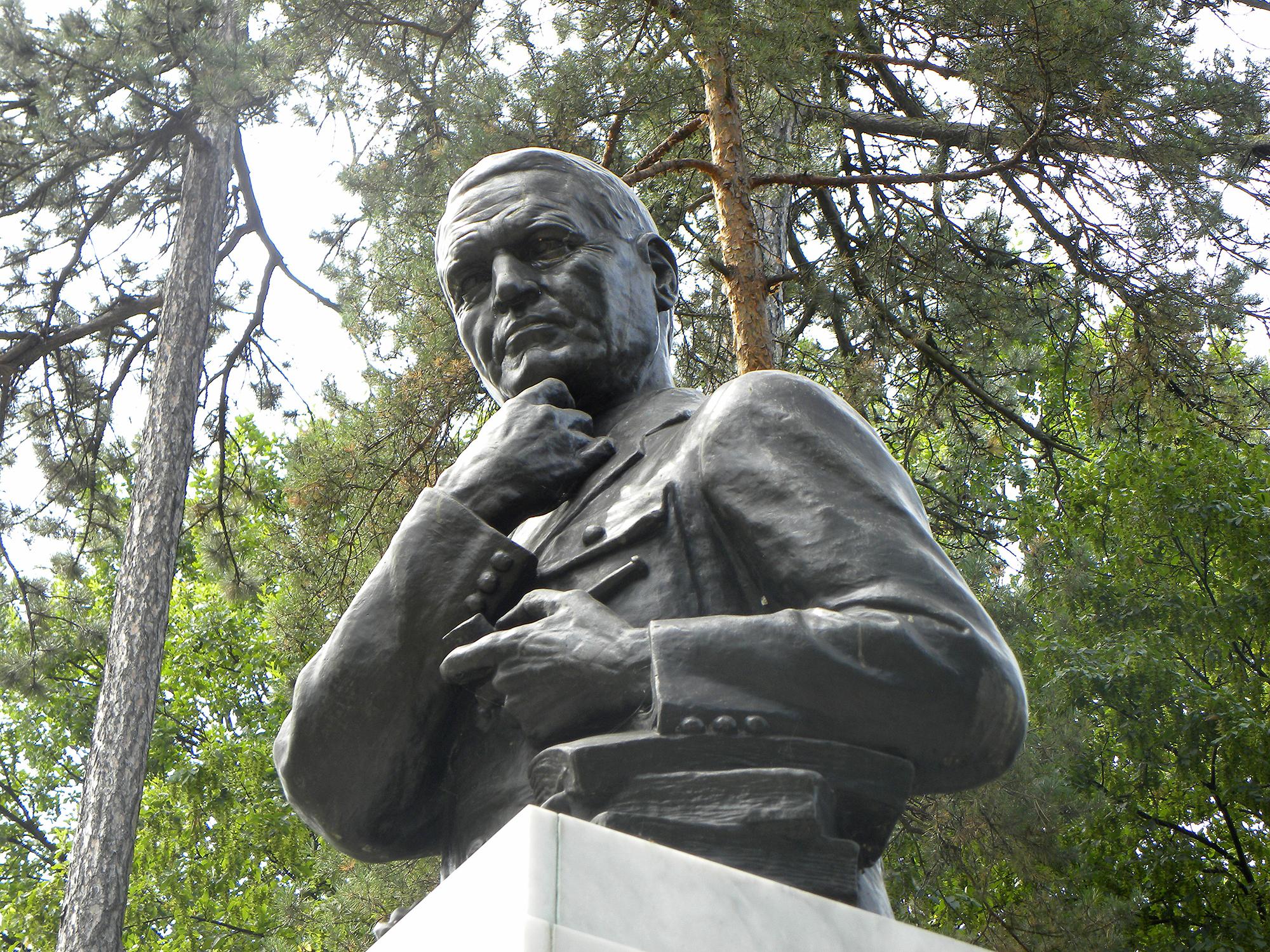 File Beograd Spomenik Arcibaldu Rajsu U Topciderskom Parku Bn Jpg