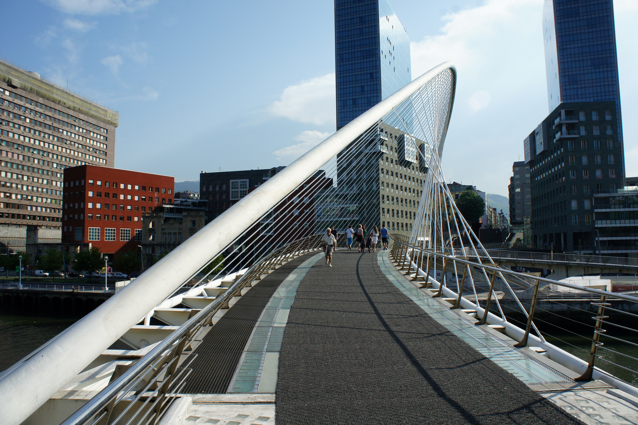 https://upload.wikimedia.org/wikipedia/commons/7/77/Bilbao_06_2012_Zubizuri_bridge_2645.JPG