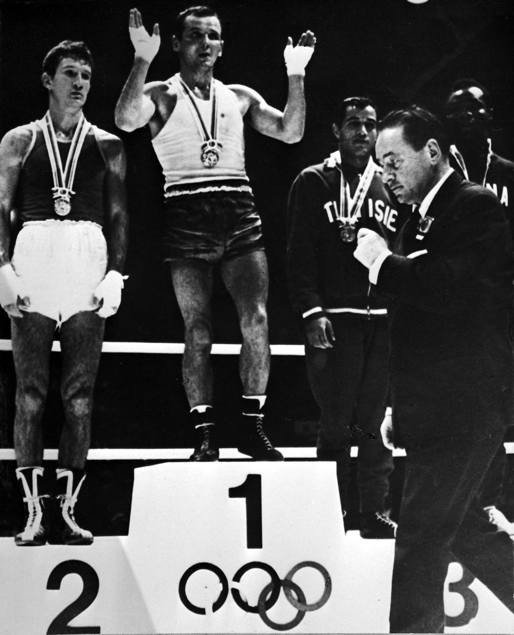 Boxing_light-welterweight_1964_Olympics.jpg