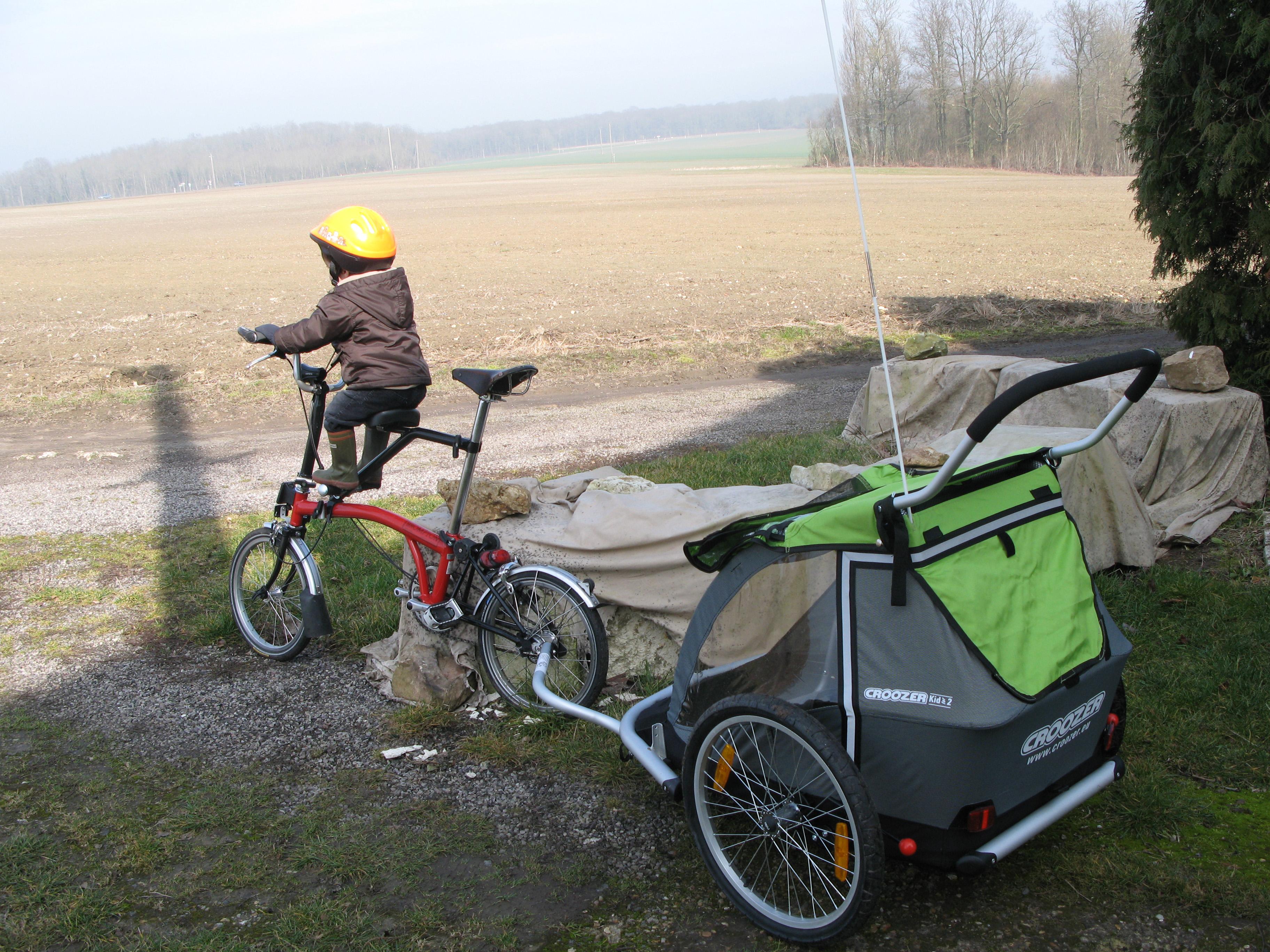 remorque avec porte vélo dessus