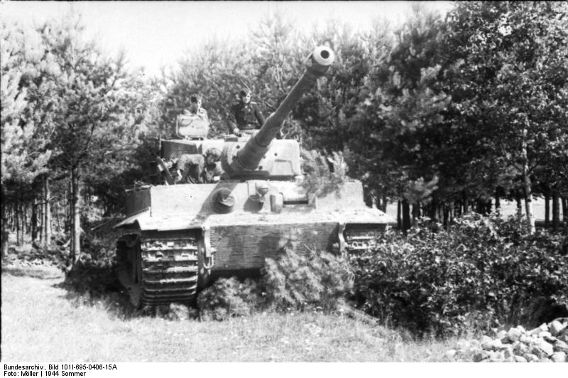 "Tiger I of SS-Division ""Totenkopf"", near the Polish capital during the Warsaw rise"