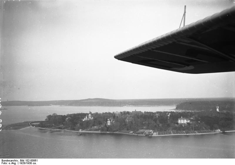 Schwanenwerder Bundesarchiv, Bild 102-00861 / CC-BY-SA 3.0 [CC BY-SA 3.0 de (https://creativecommons.org/licenses/by-sa/3.0/de/deed.en)], via Wikimedia Commons