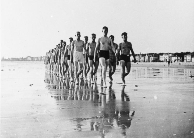 Bundesarchiv Bild 146-1985-039-04, Frankreich, deutsche Soldaten am Strand