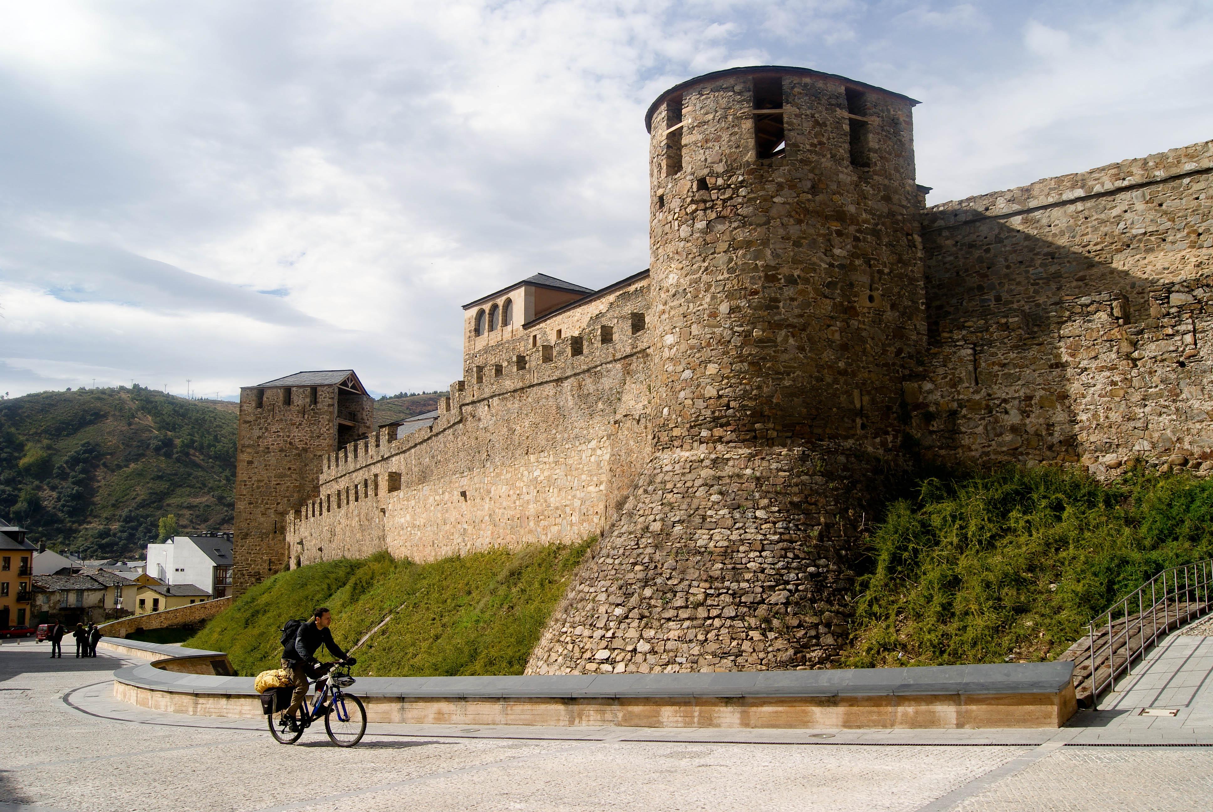 Castillo de Ponferrada by Noel Canales