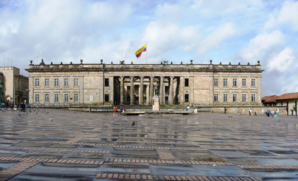 https://upload.wikimedia.org/wikipedia/commons/7/77/Congreso_Colombia.png