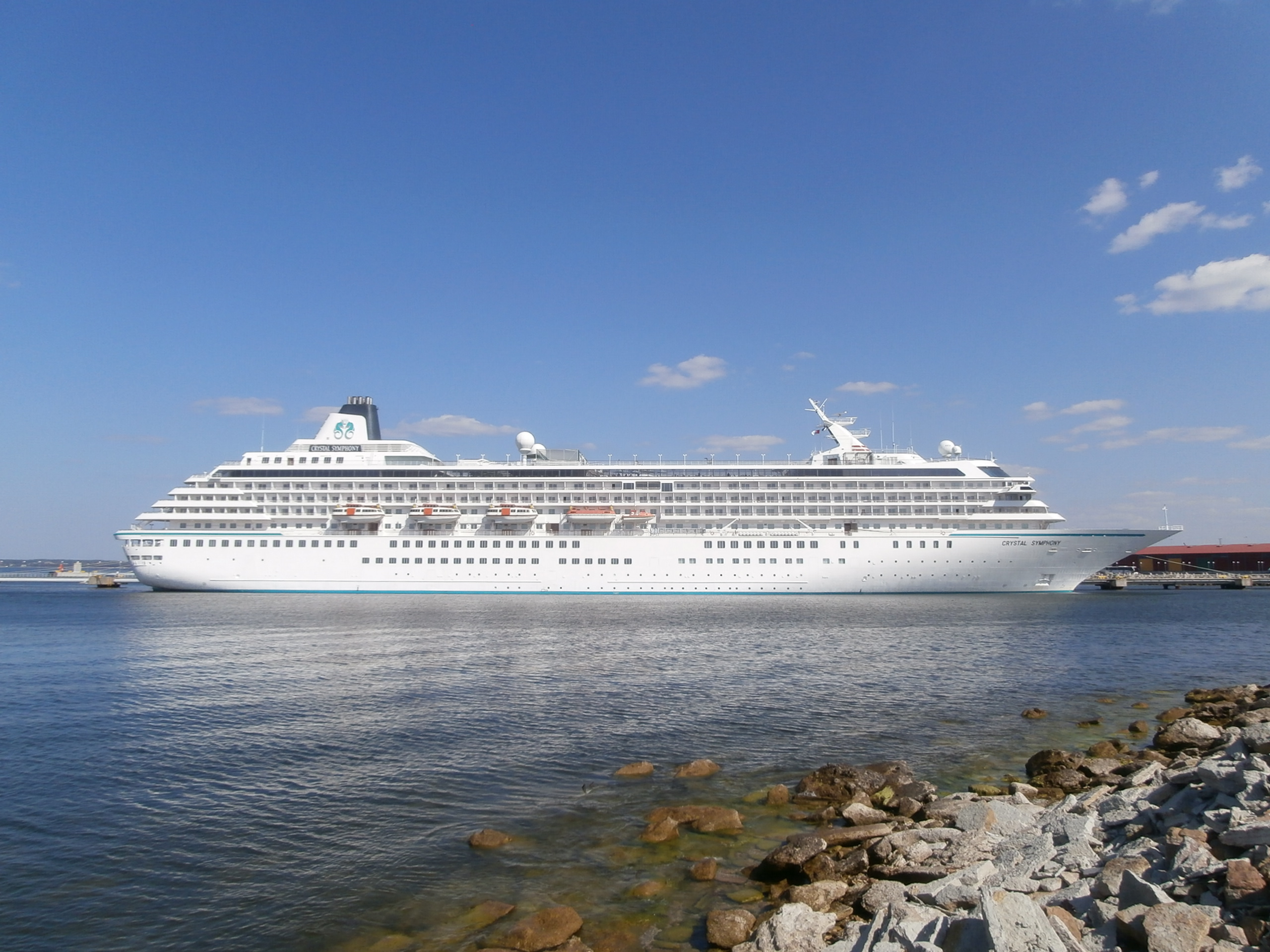 FileCrystal Symphony Starboard Side Port Of Tallinn August - Port or starboard side of cruise ship
