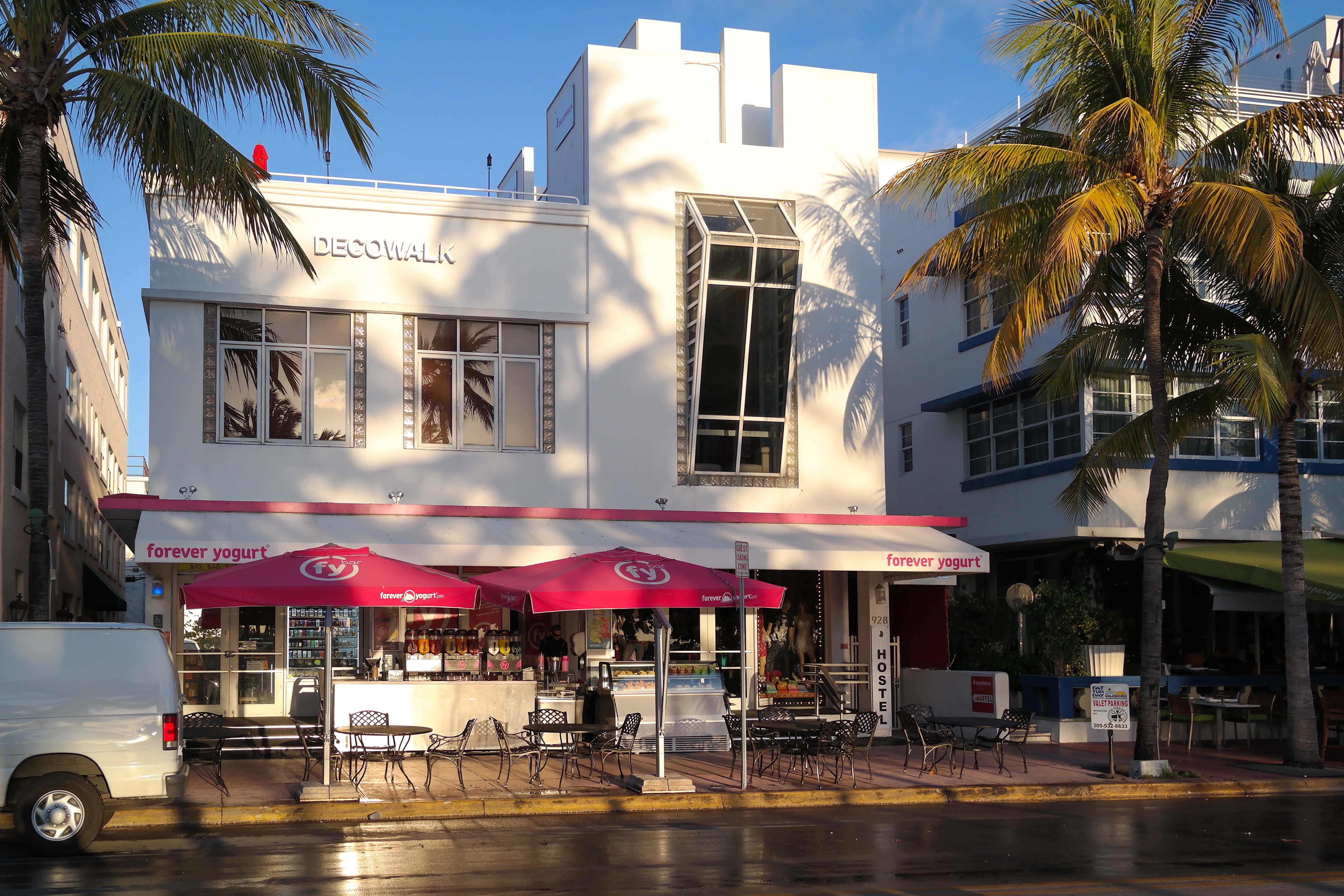Deco Walk Hostel South Beach