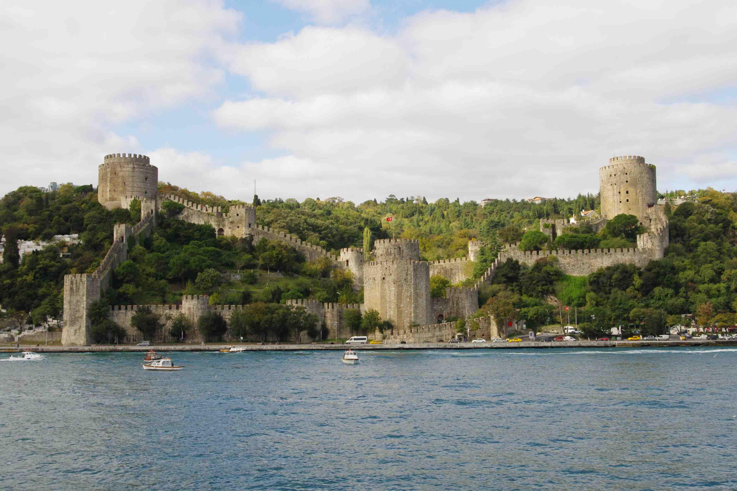 File:Die Festung Rumeli Hisarı.jpg - Wikimedia Commons