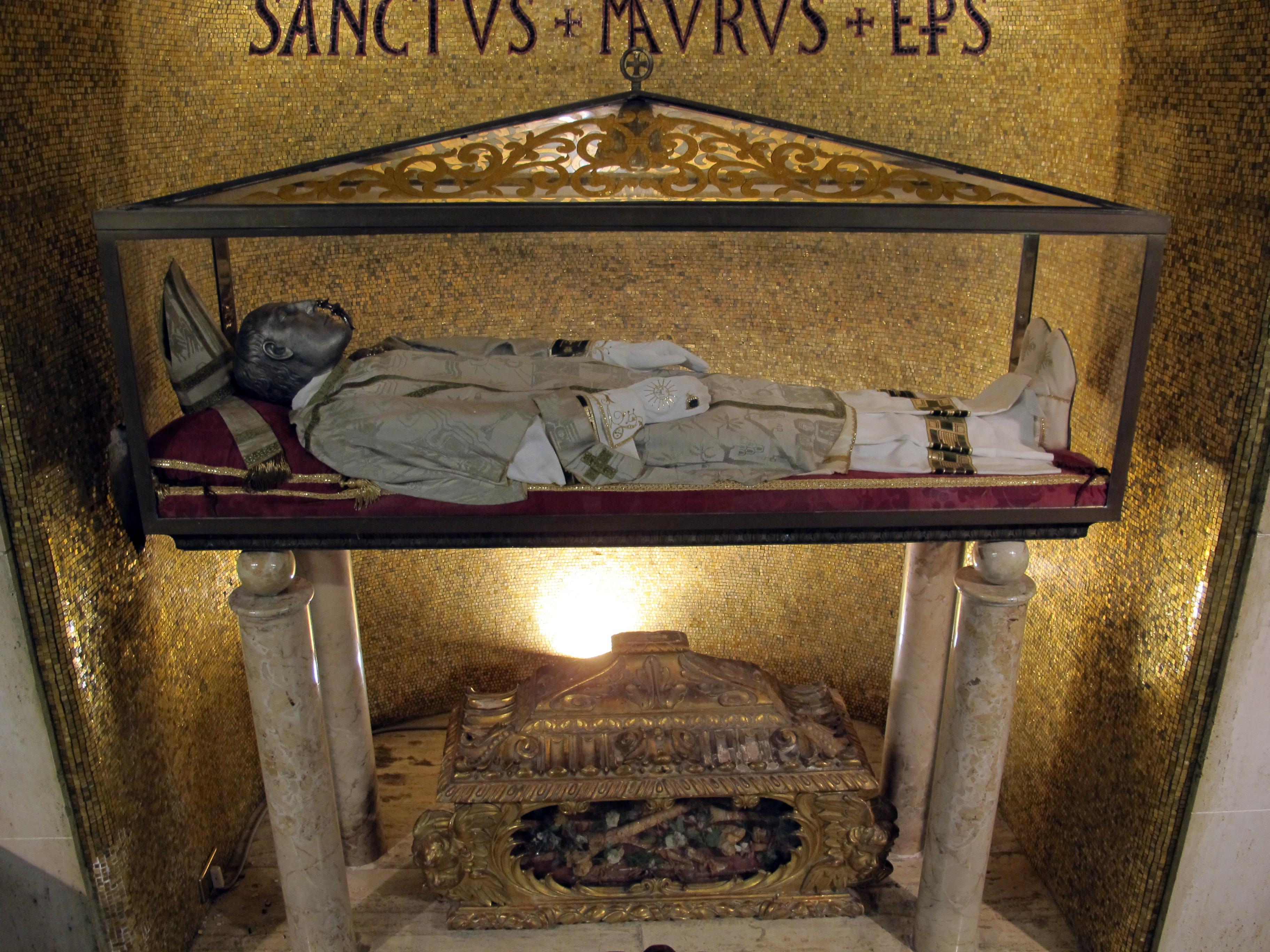 File Duomo Di Cesena Interno Cripta 03 Resti Di San