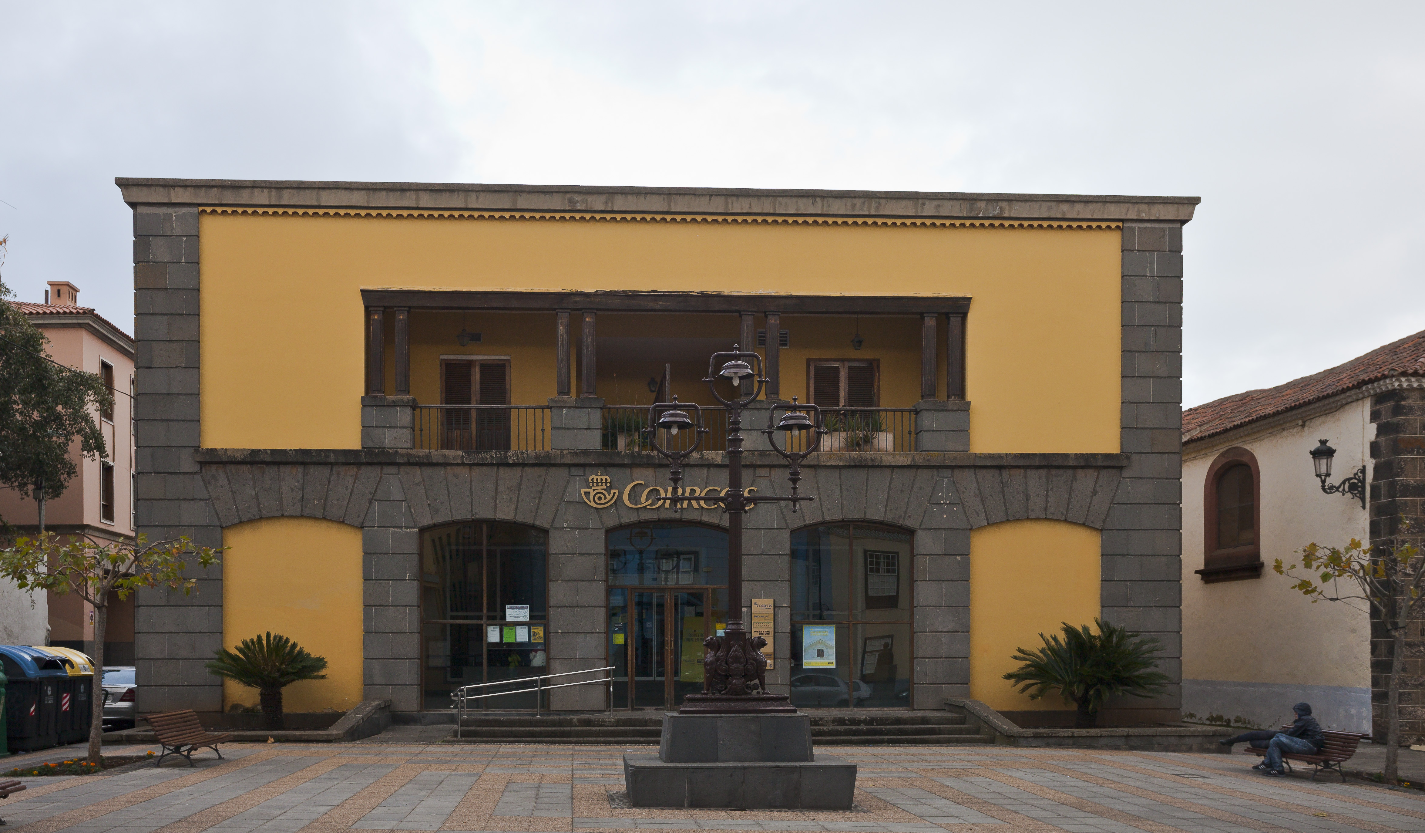 File edificio de correos san crist bal de la laguna for Edificio de correos madrid