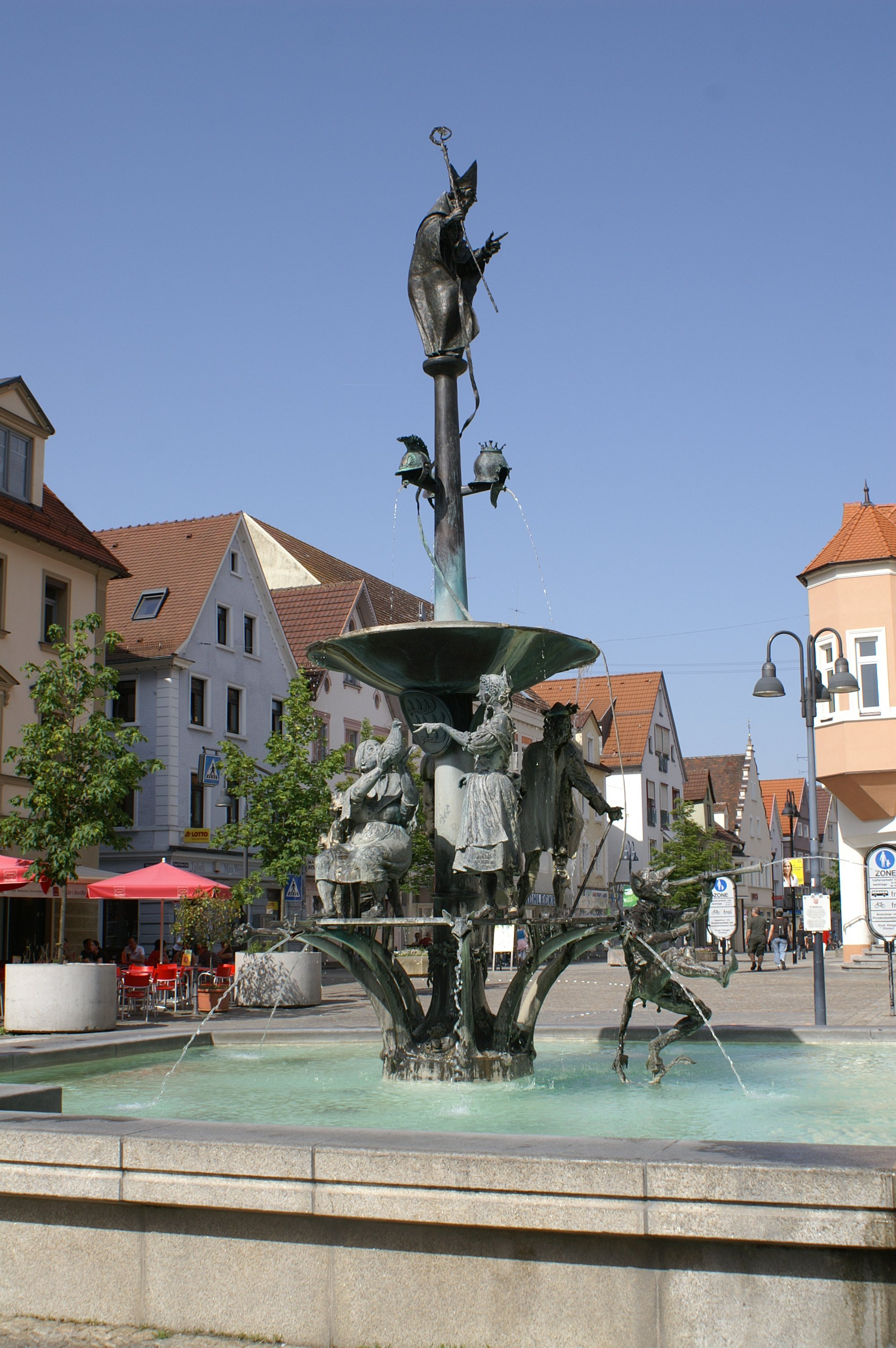 Ehingen (Donau) Brunnen am Marktplatz.jpg
