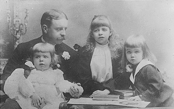 Eleanor Roosevelt, her father, Elliott, and her brothers, Elliott, Jr and Gracie Hall in New York 1892.jpg