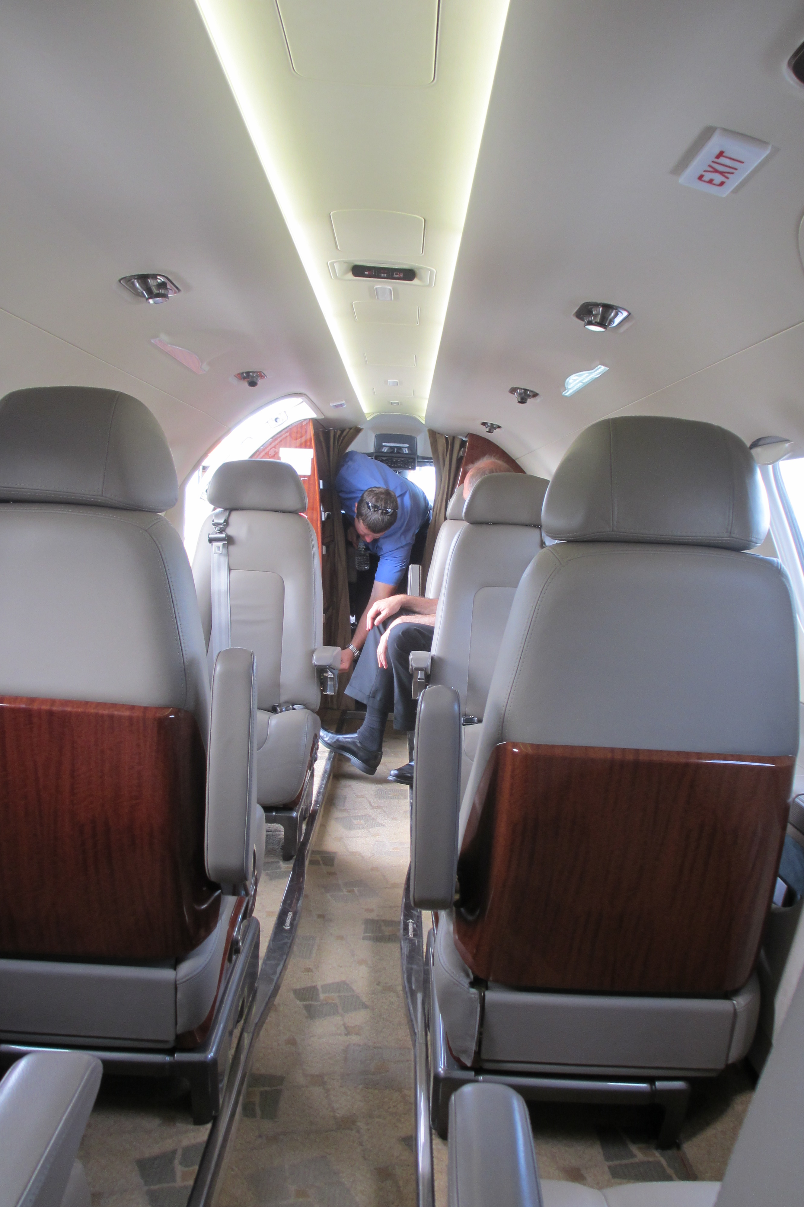 File:Embraer EMB 505 Phenom 300 Cabin With Passengers