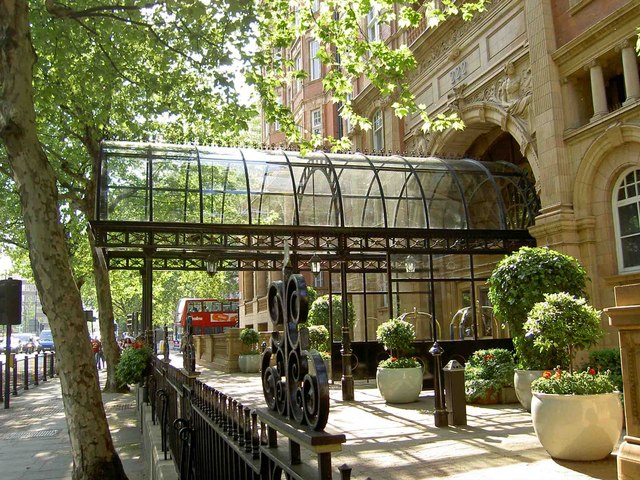 Entrance canopy to the Landmark Hotel - geograph.org.uk - 800817