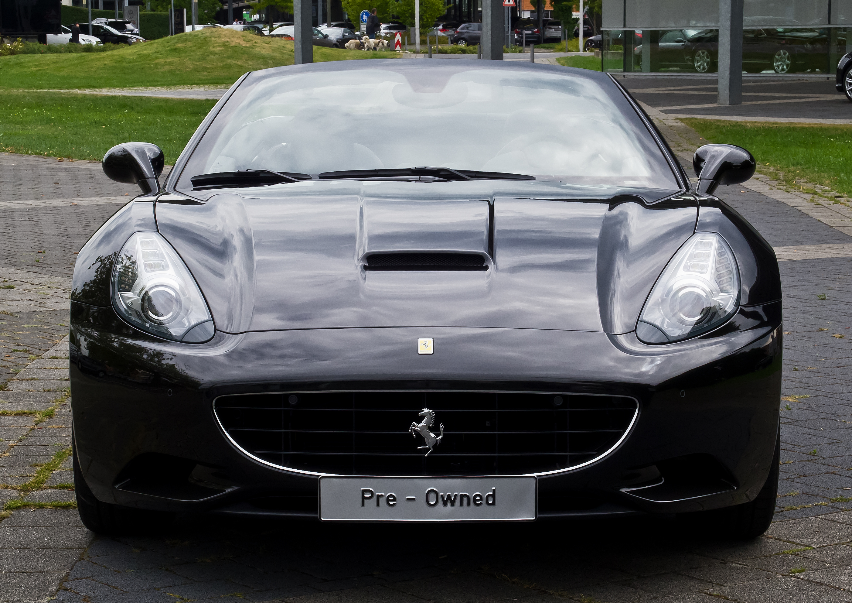 File:Ferrari California - Frontansicht, 12. August 2013 ...