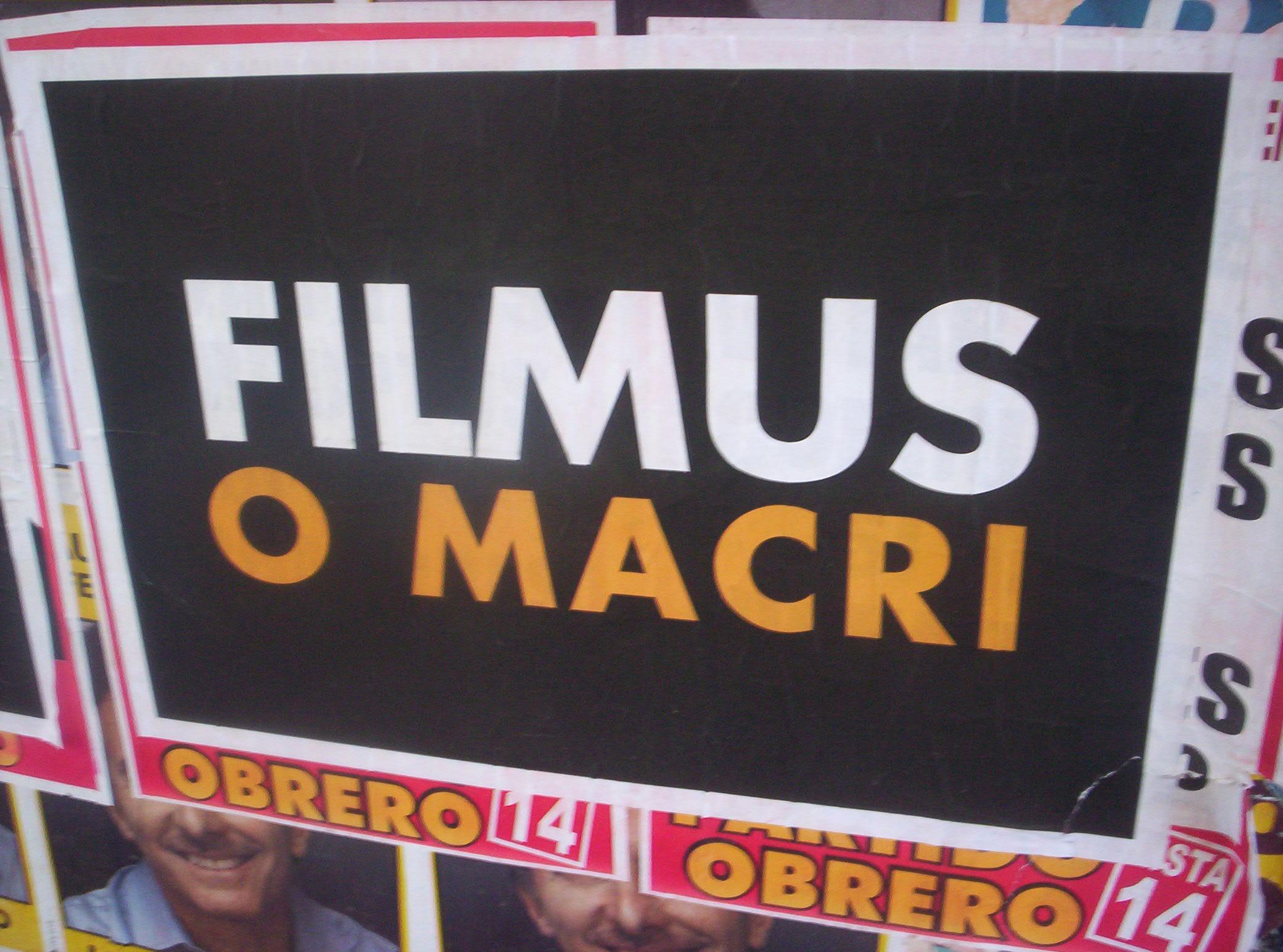 """Cartel publicitario """"Filmus o Macri"""" para la segunda vuelta de elección a Jefe de Gobierno de la ciudad de Buenos Aires."""