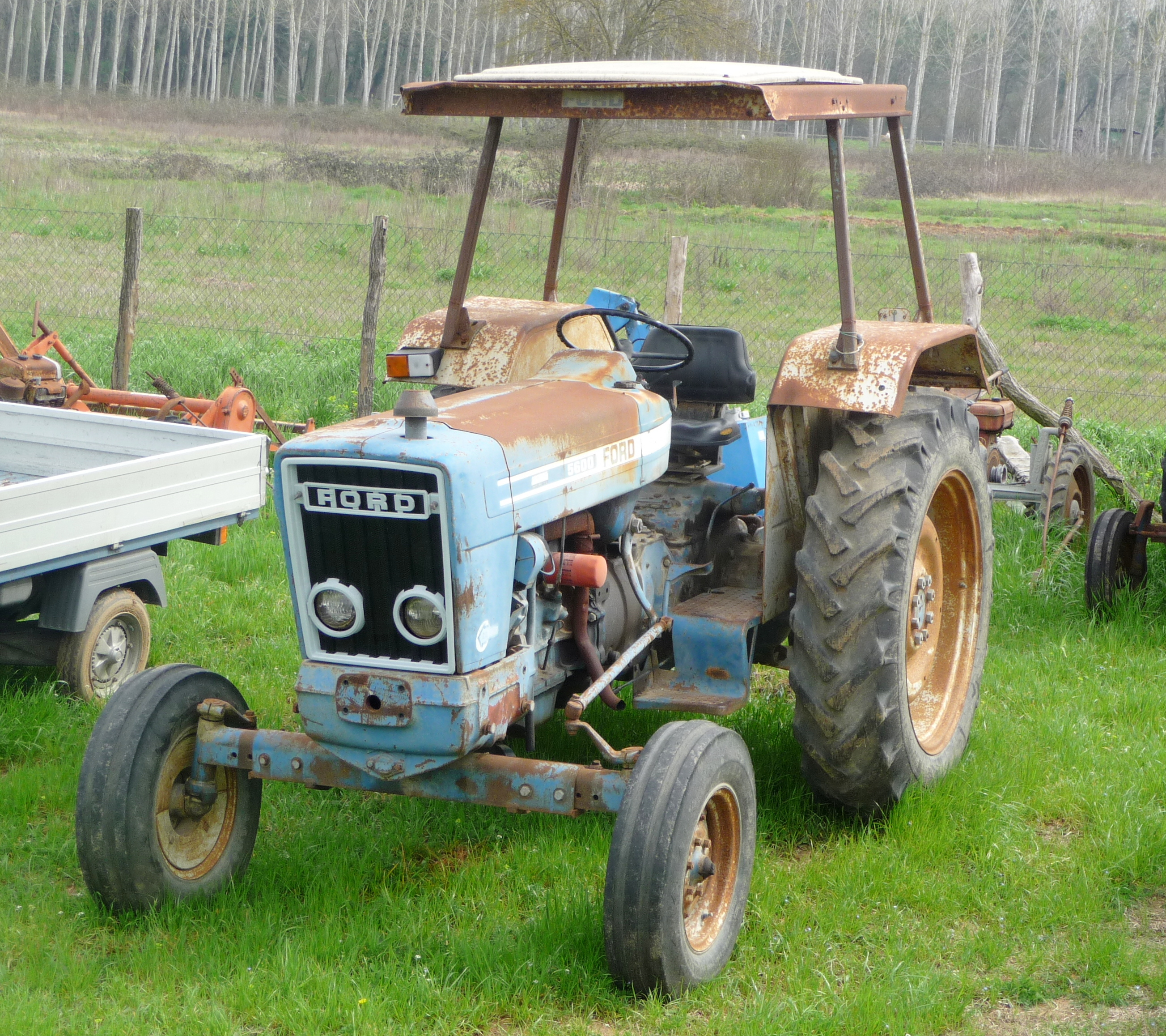File Ford 5600 Tractor Jpg Wikimedia Commons
