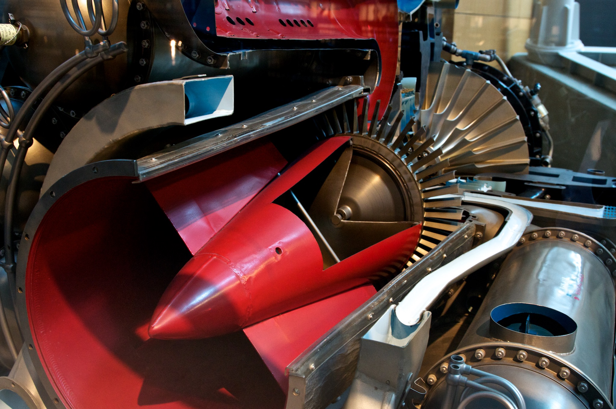 File General Electric J31 Jet Engine Cutaway Wikimedia mons
