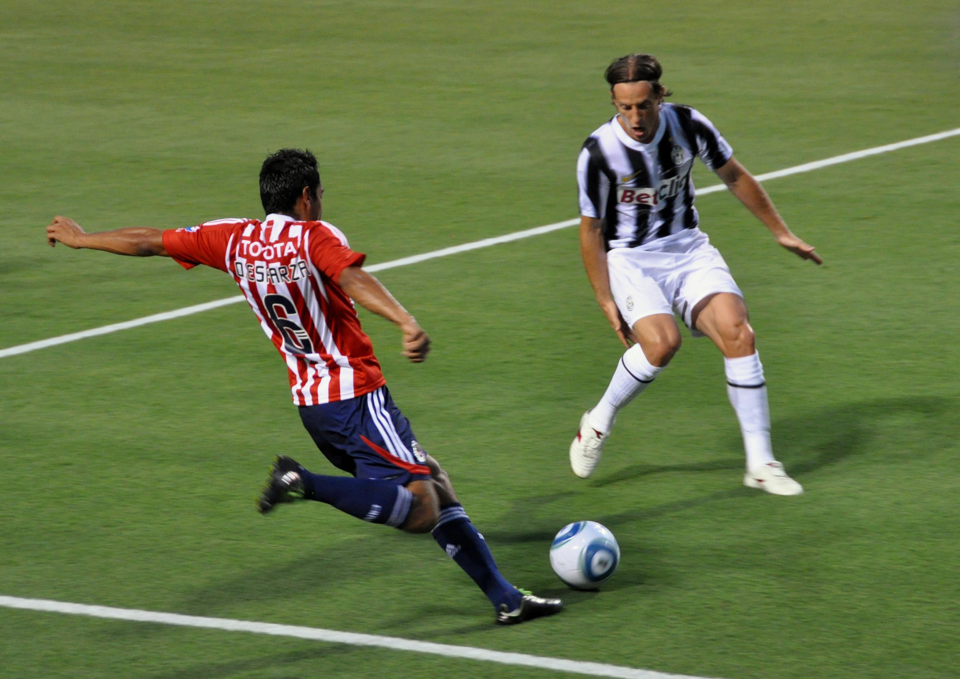 Juventus Fc: File:Guadalajara Chivas Vs Juventus FC, 2011, Reto Ziegler