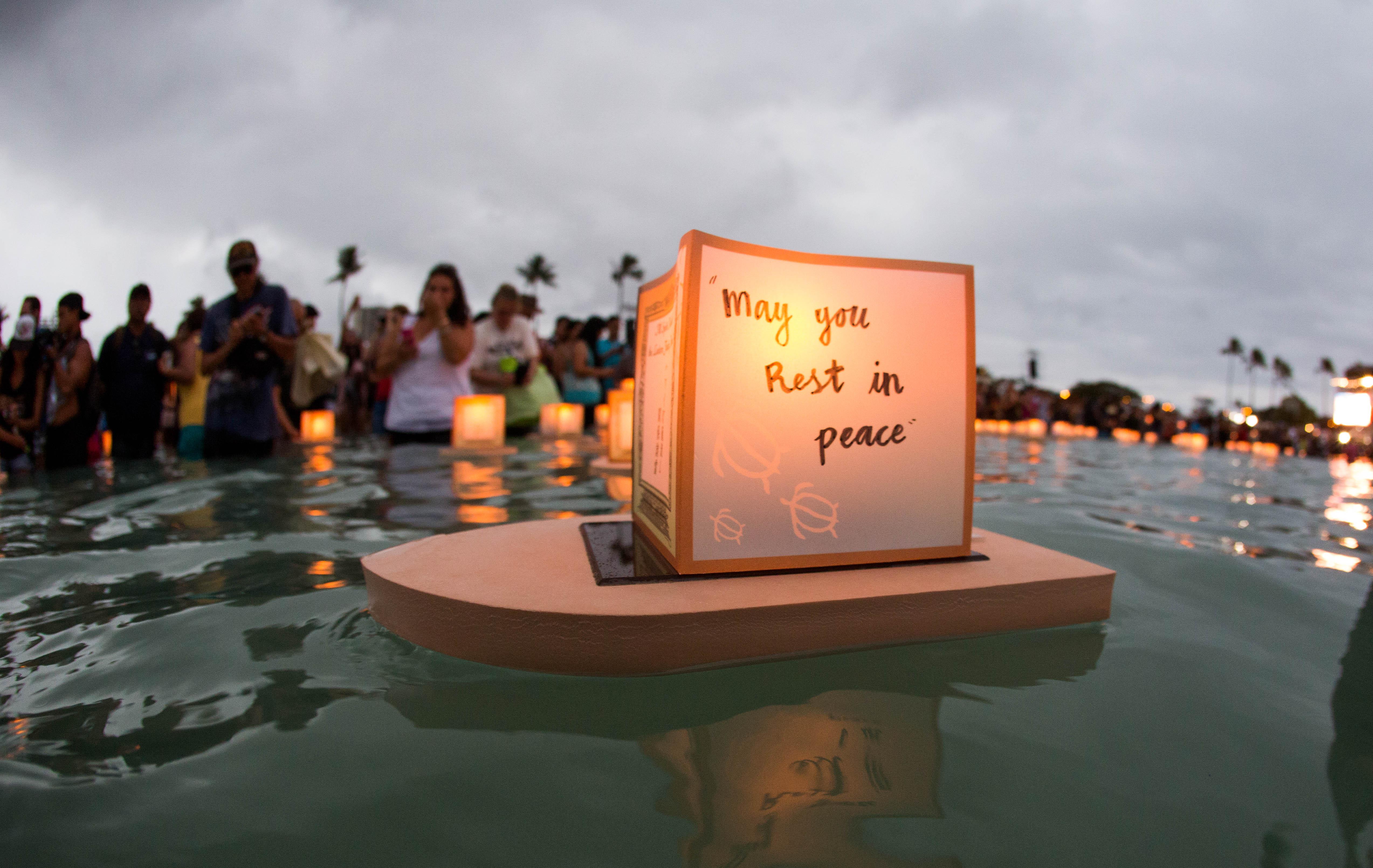 file hawaii lantern floating ceremony 2016 27094309760 jpg