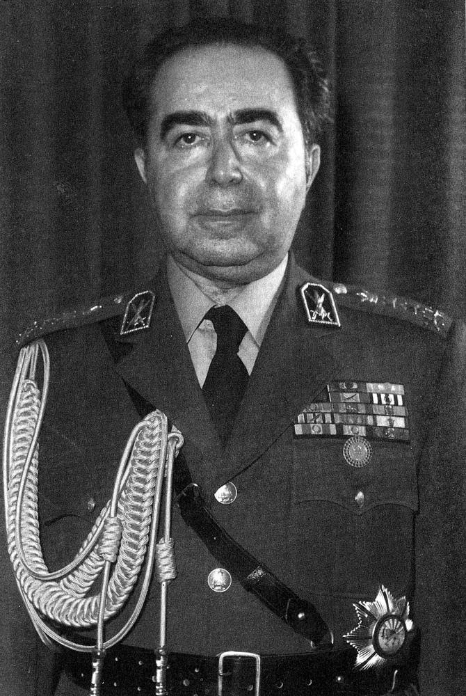 تیمسار ارتشبد حسین فردوست (۱۲۹۶–۱۳۶۶) همدرس و رئیس دفتر ویژهٔ اطلاعات محمدرضا شاه پهلوی؛ یکی از برجستهترین و مؤثرترین چهرههای سیاسی ـ اطلاعاتی دوران حکومت پهلوی بود.