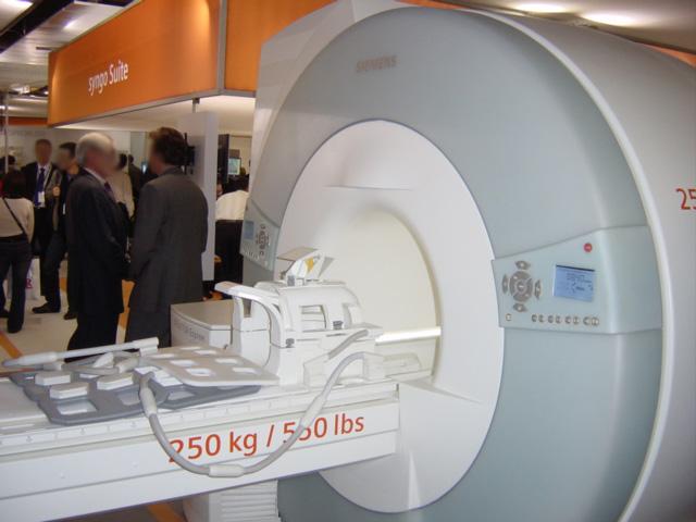 File:IRM siemens avec antennes.jpg