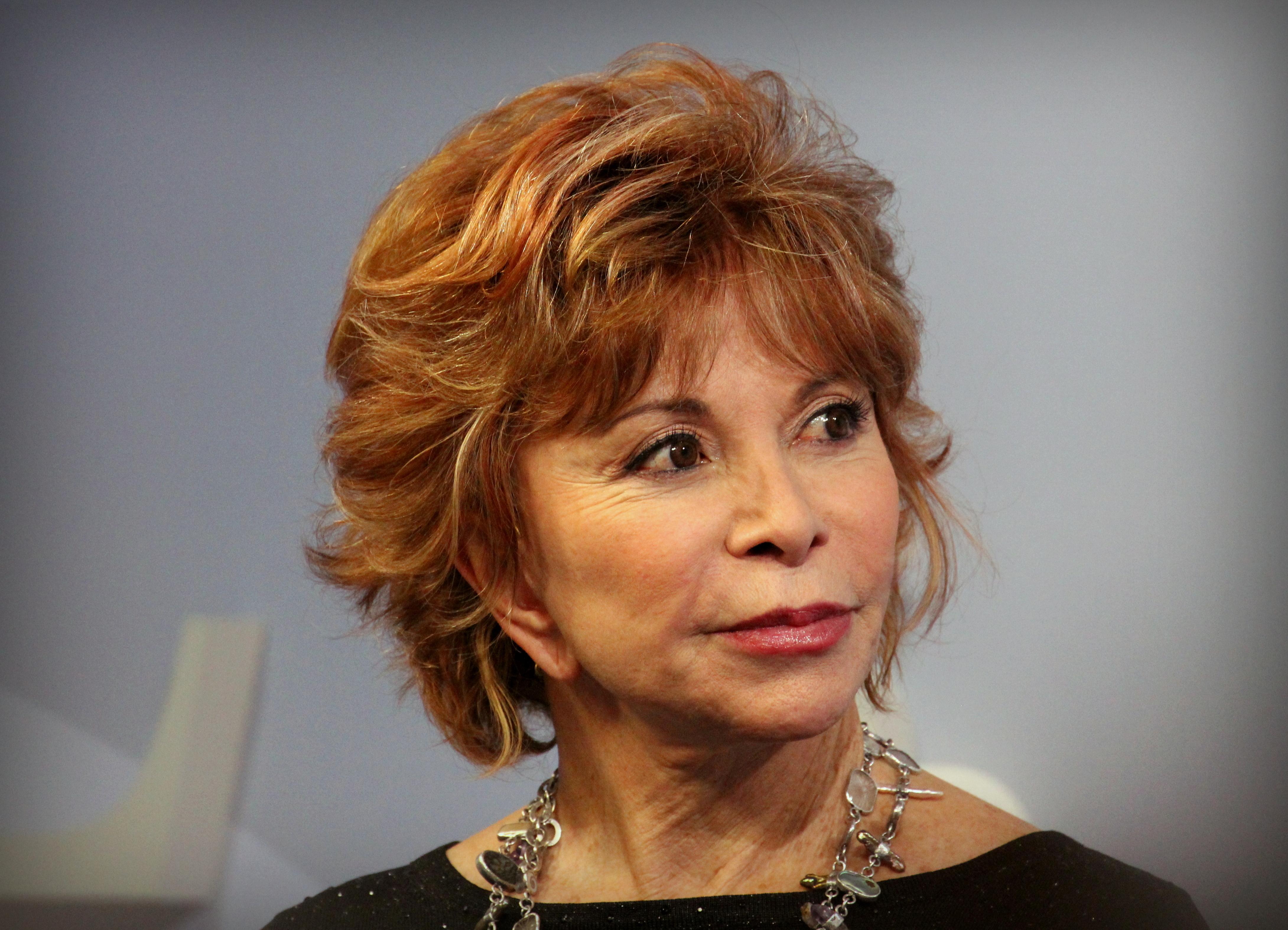 File:Isabel Allende Frankfurter Buchmesse 2015.JPG - Wikimedia Commons