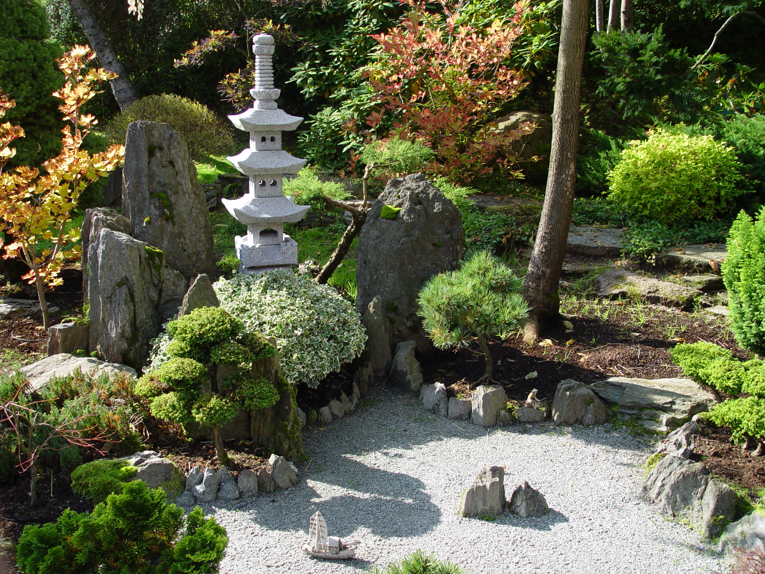 20 natural beauty of japanese garden inspire leads for Japanese garden designs