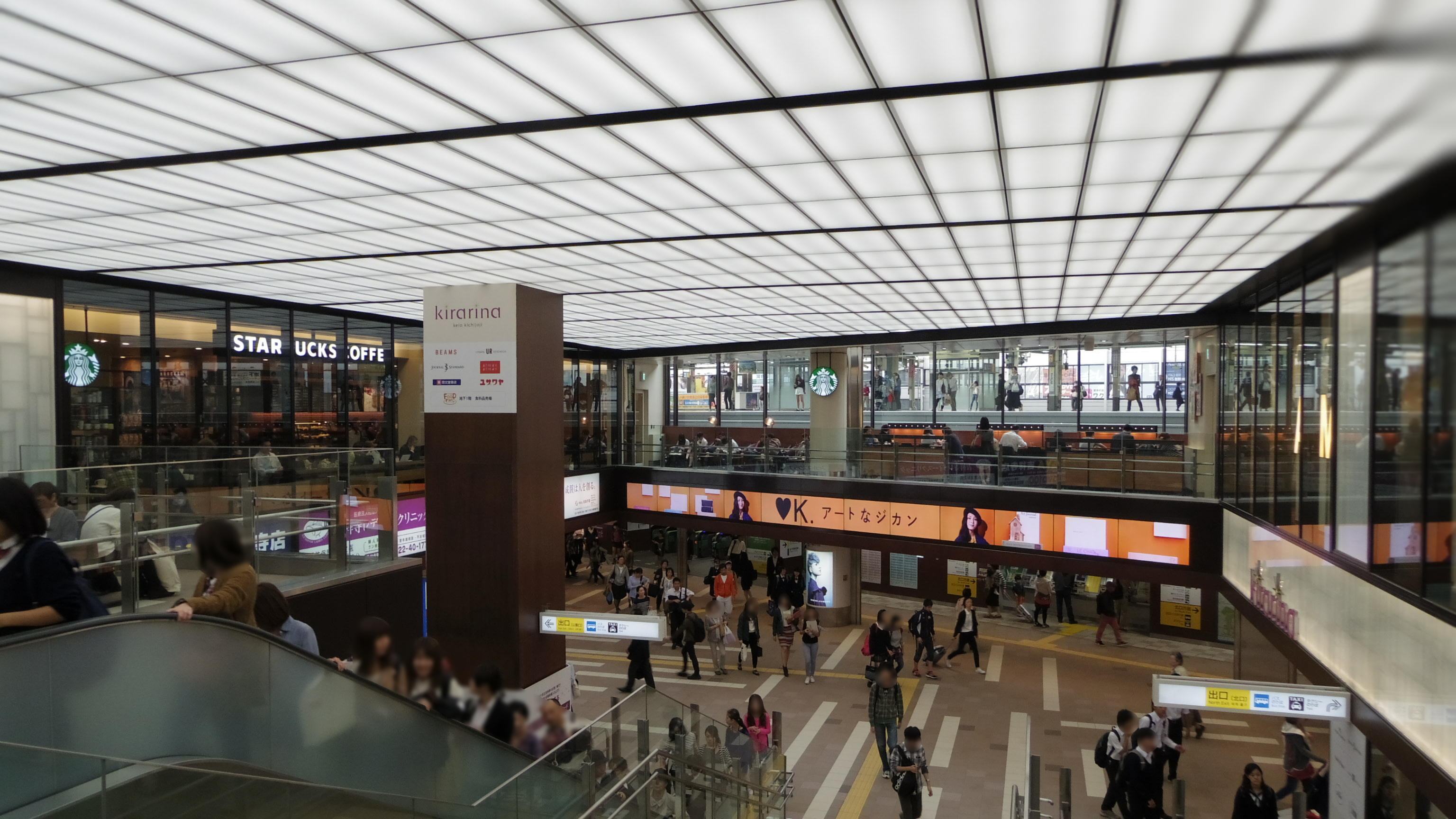 https://upload.wikimedia.org/wikipedia/commons/7/77/Keio_Kichijoji_Station_Escalator.JPG