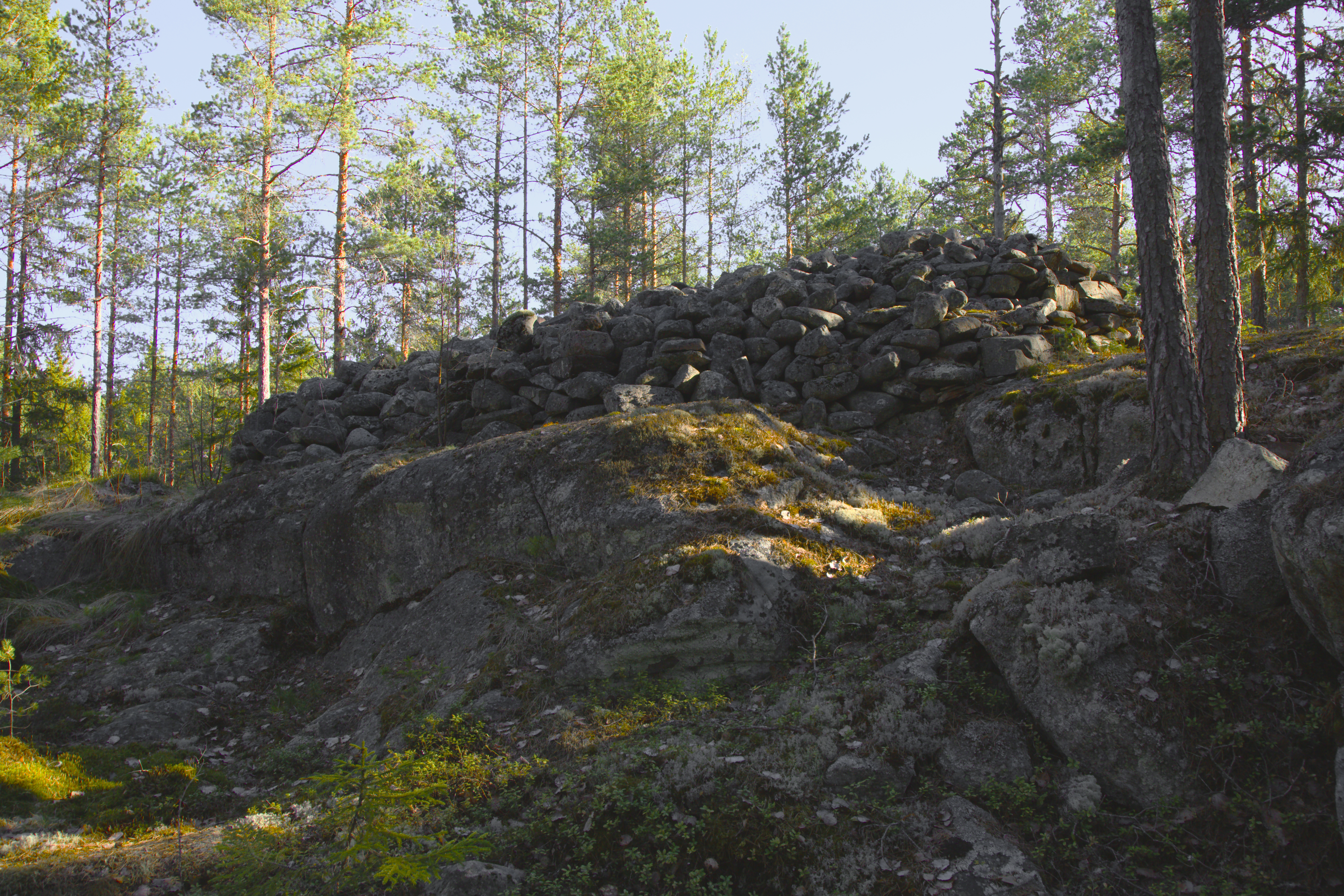 Kylmäkorvenkallion pronssikautinen hautaröykkiö 07.jpg