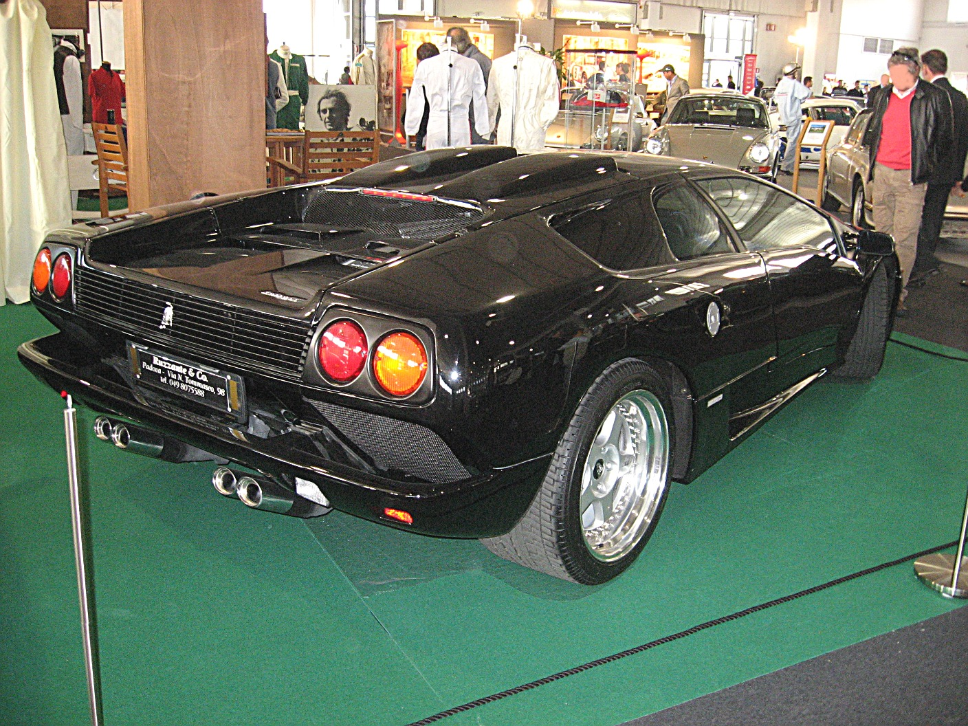 https://upload.wikimedia.org/wikipedia/commons/7/77/Lamborghini_Diablo-SE-Jota.JPG