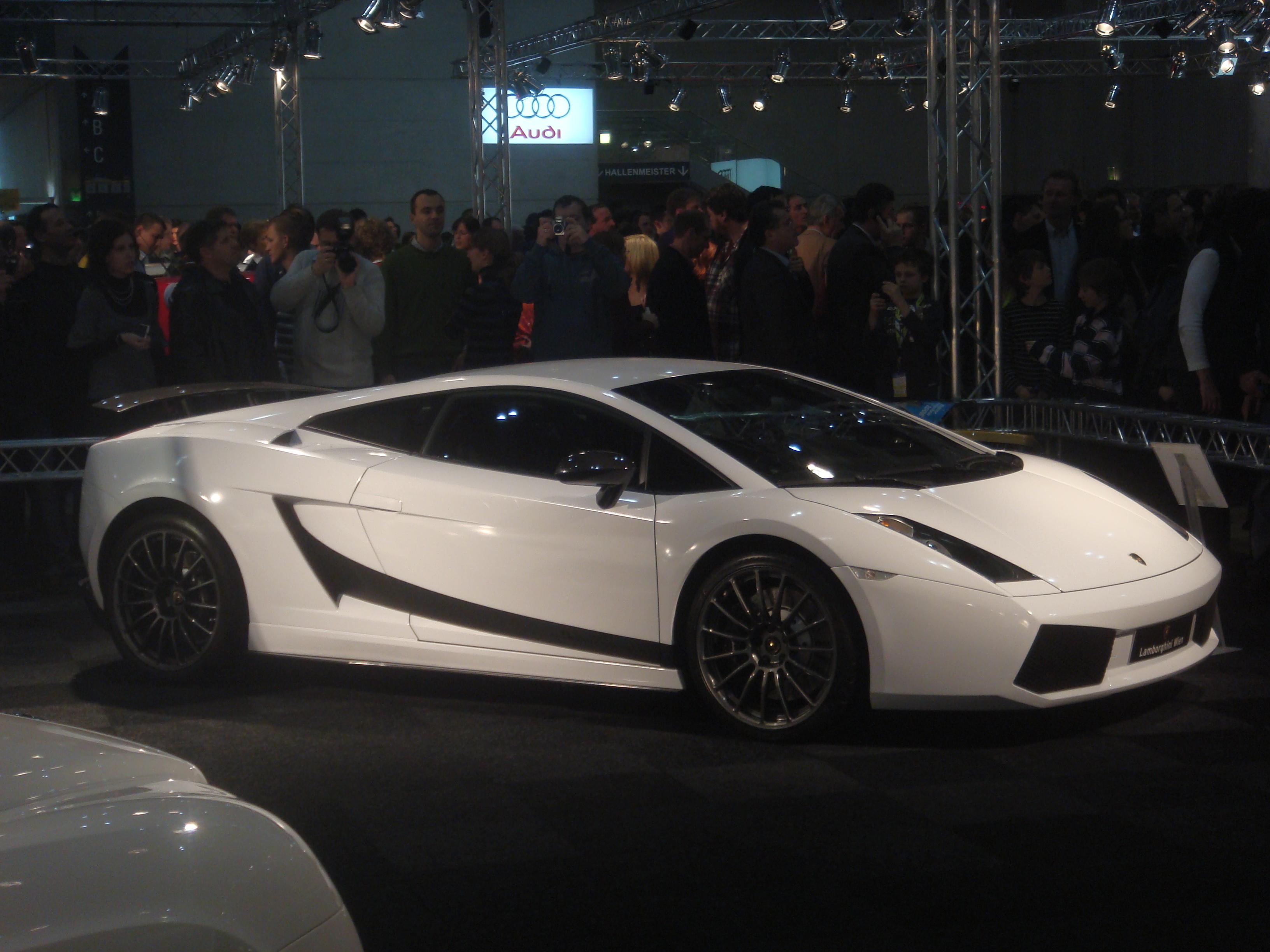 Amazing Lamborghini Gallardo Superleggera Pictures