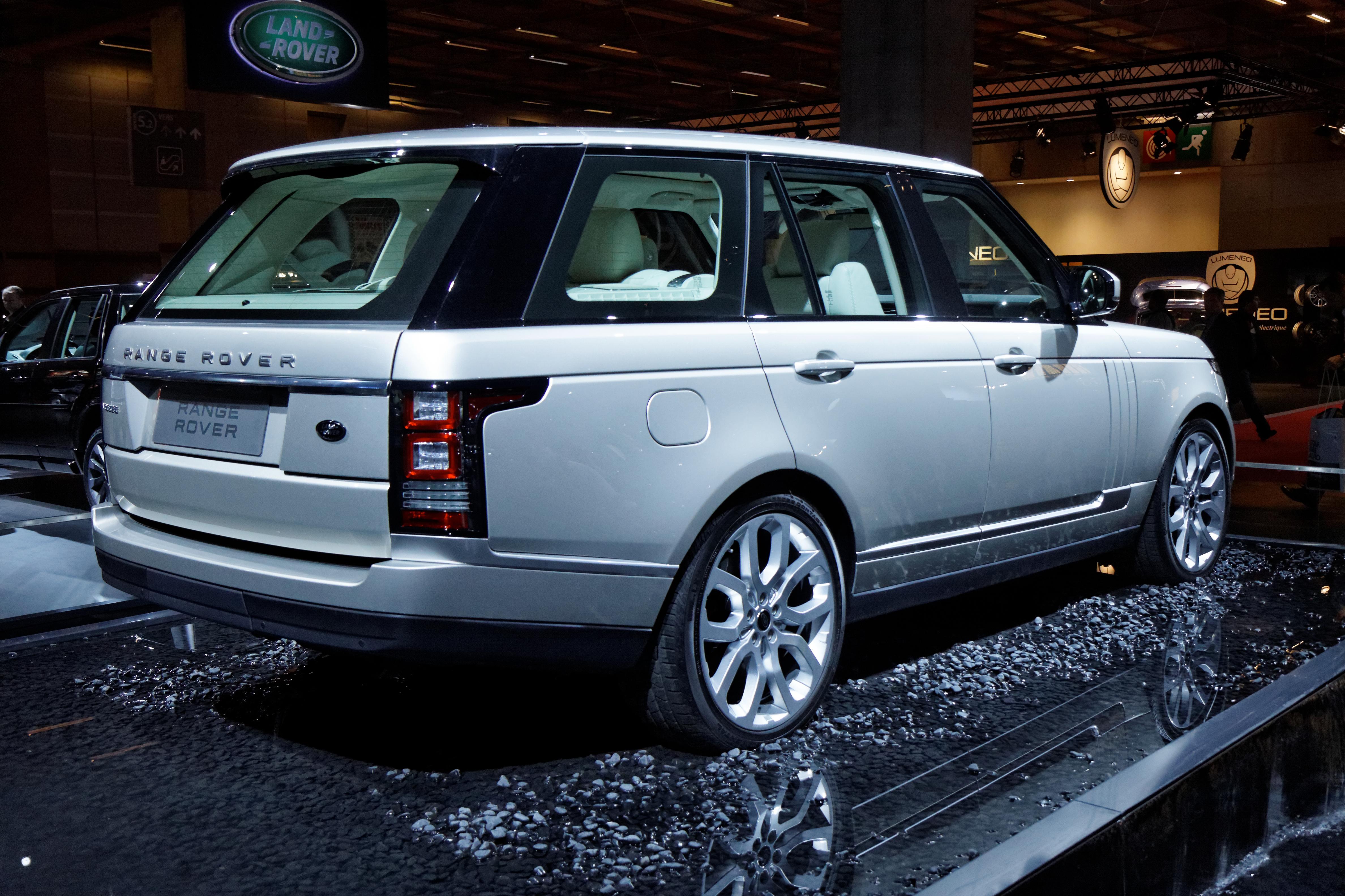 file land rover range rover mondial de l 39 automobile de paris 2012 wikimedia commons. Black Bedroom Furniture Sets. Home Design Ideas