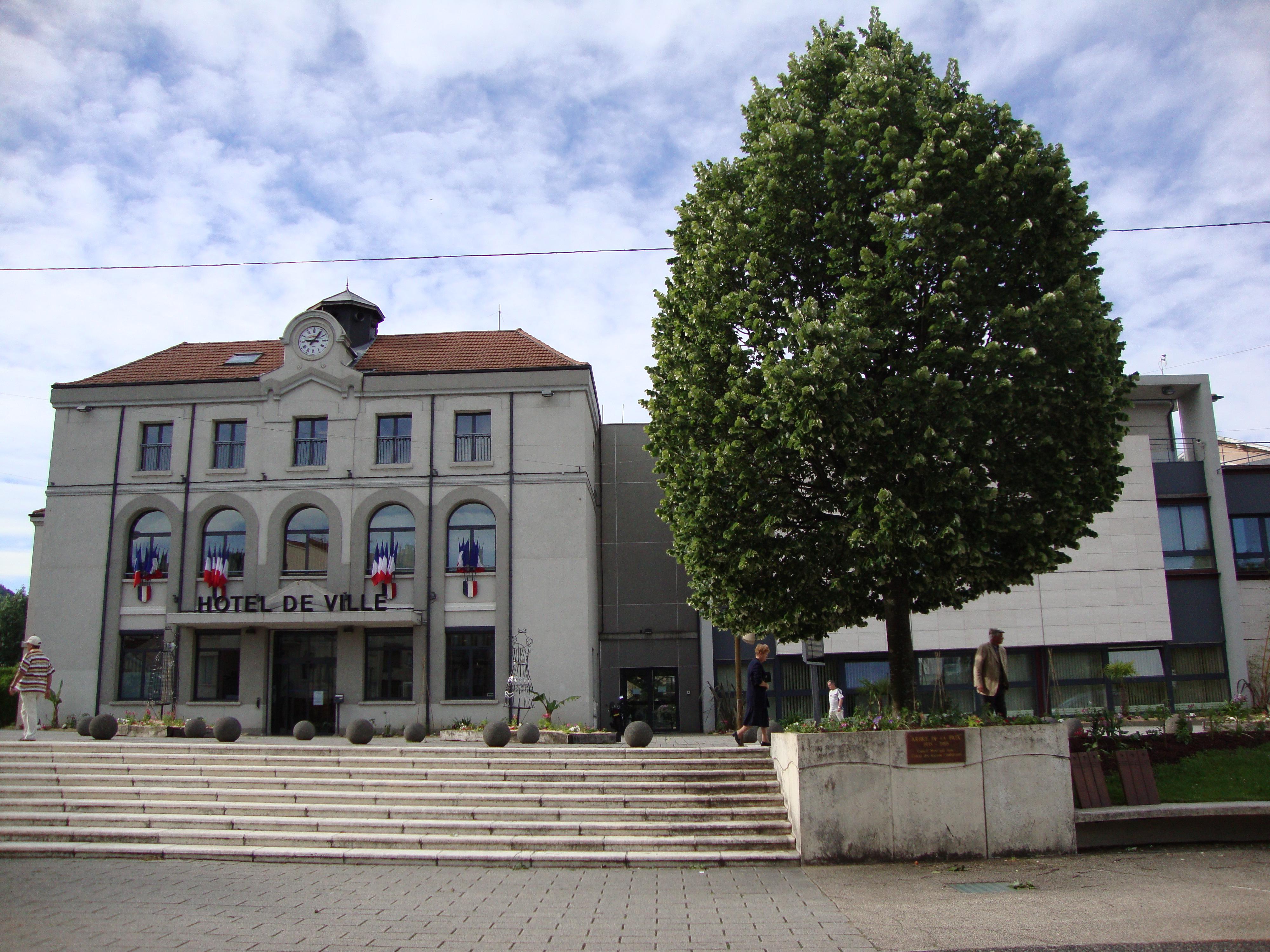 Fichier:Le Chambon-Feugerolles (Loire, Fr) mairie.JPG — Wikipédia