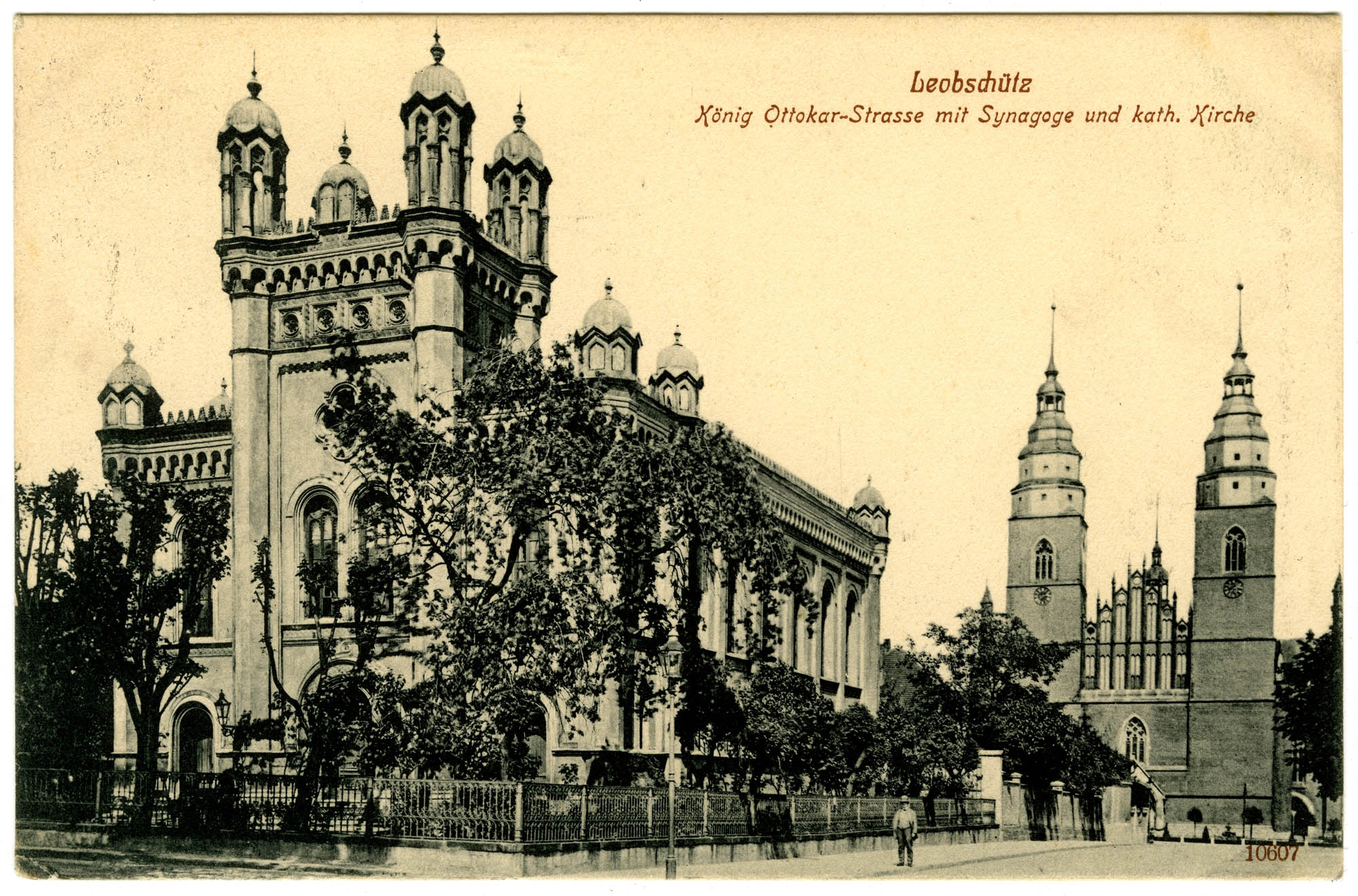 http://upload.wikimedia.org/wikipedia/commons/7/77/Leobsch%C3%BCtz_Synagogue.jpg