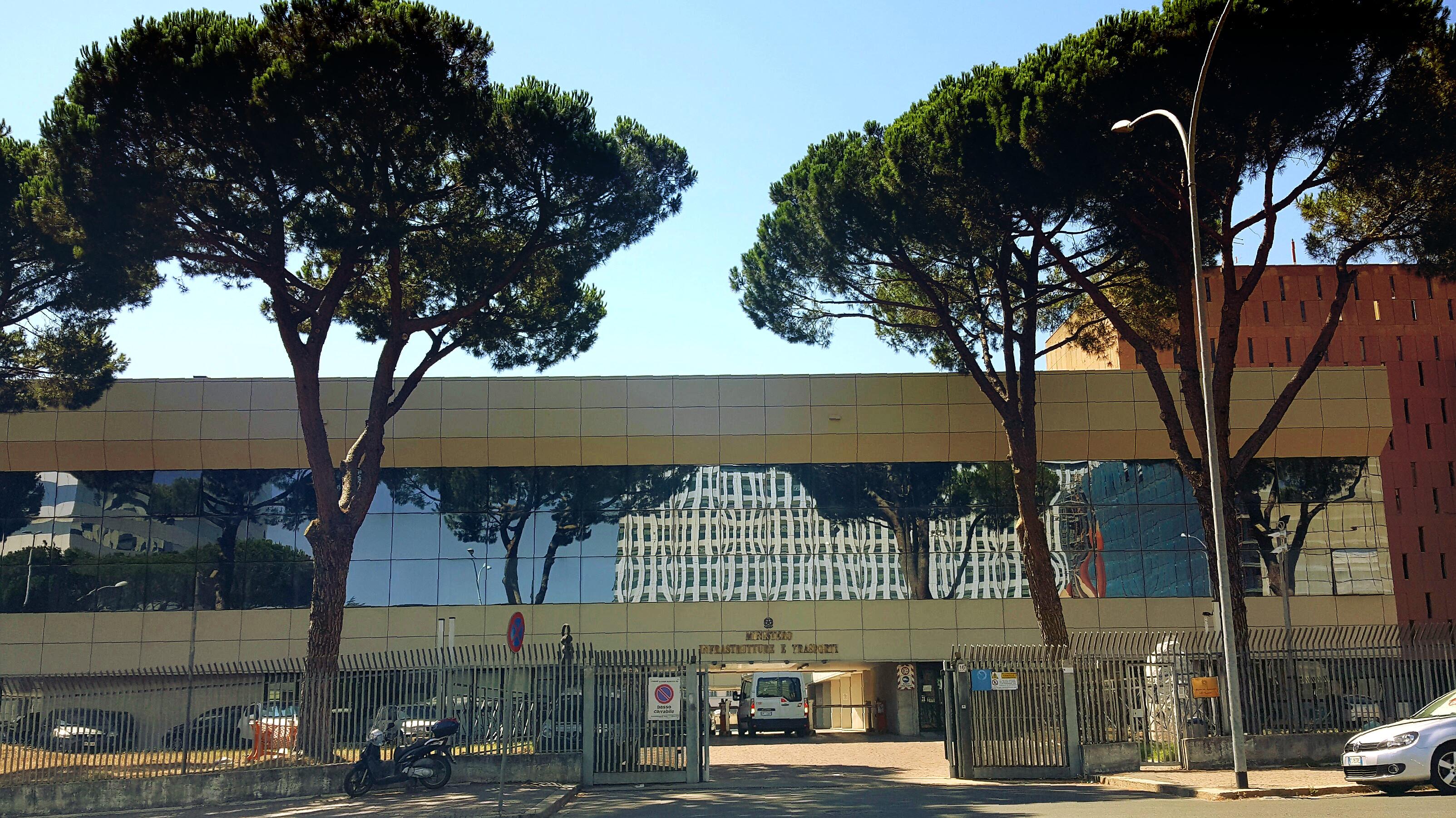 La sede di Viale dell Arte Roma EUR del Ministero che ospita il settore marittimo preso il ando Generale del Corpo delle capitanerie di porto