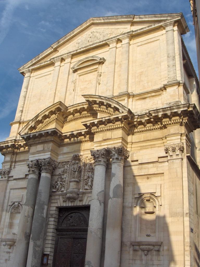 Martigues — Façade baroque de l'église Sainte-Madeleine (XVIIe siècle).jpg