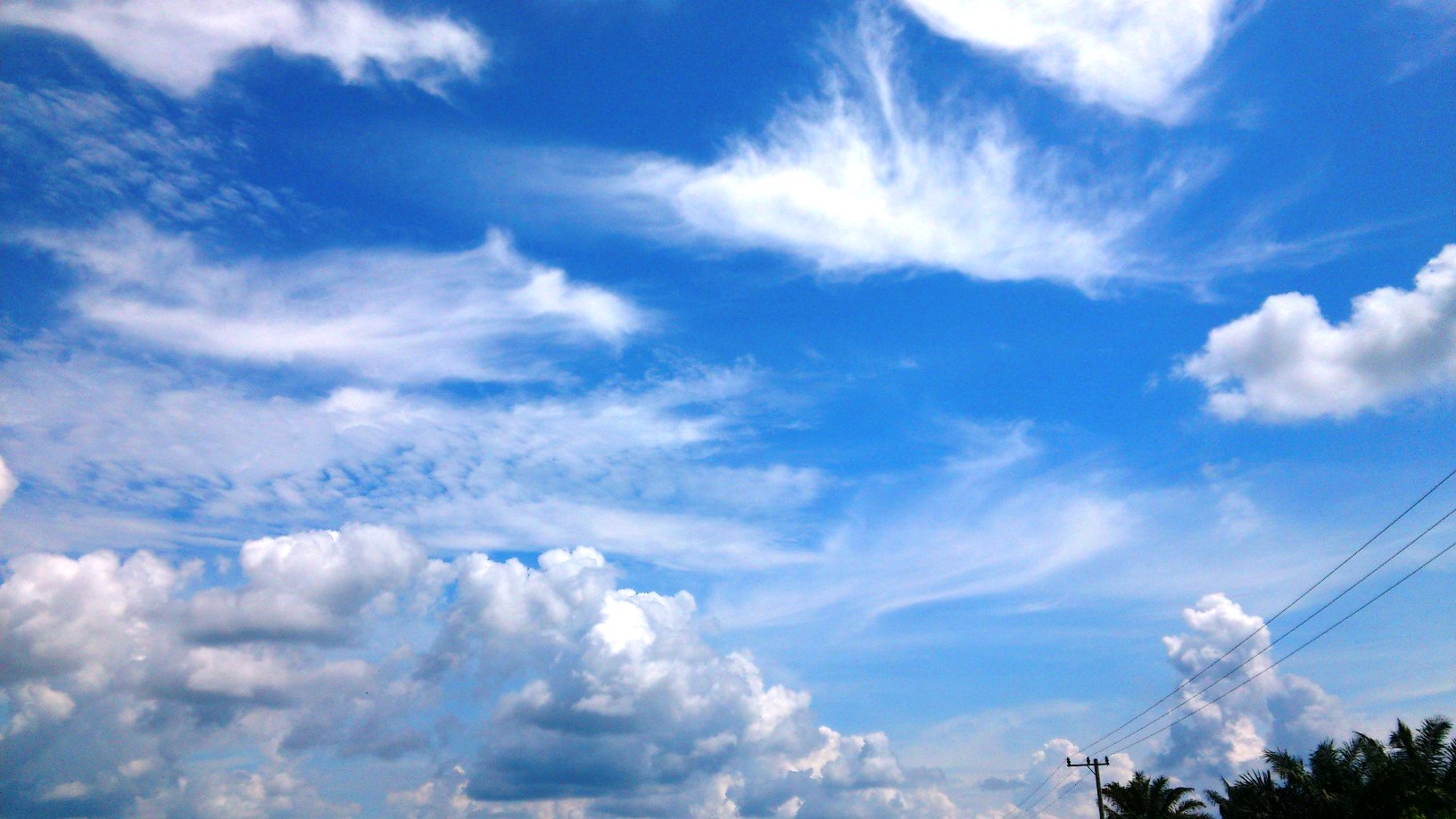 background awan biru