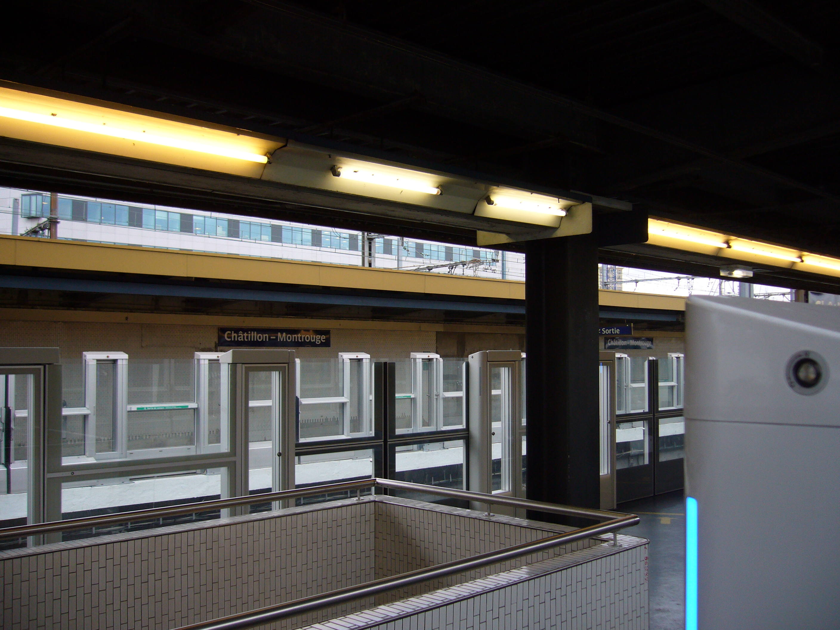 File metro paris ligne 13 station chatillon montrouge for Garage chatillon montrouge