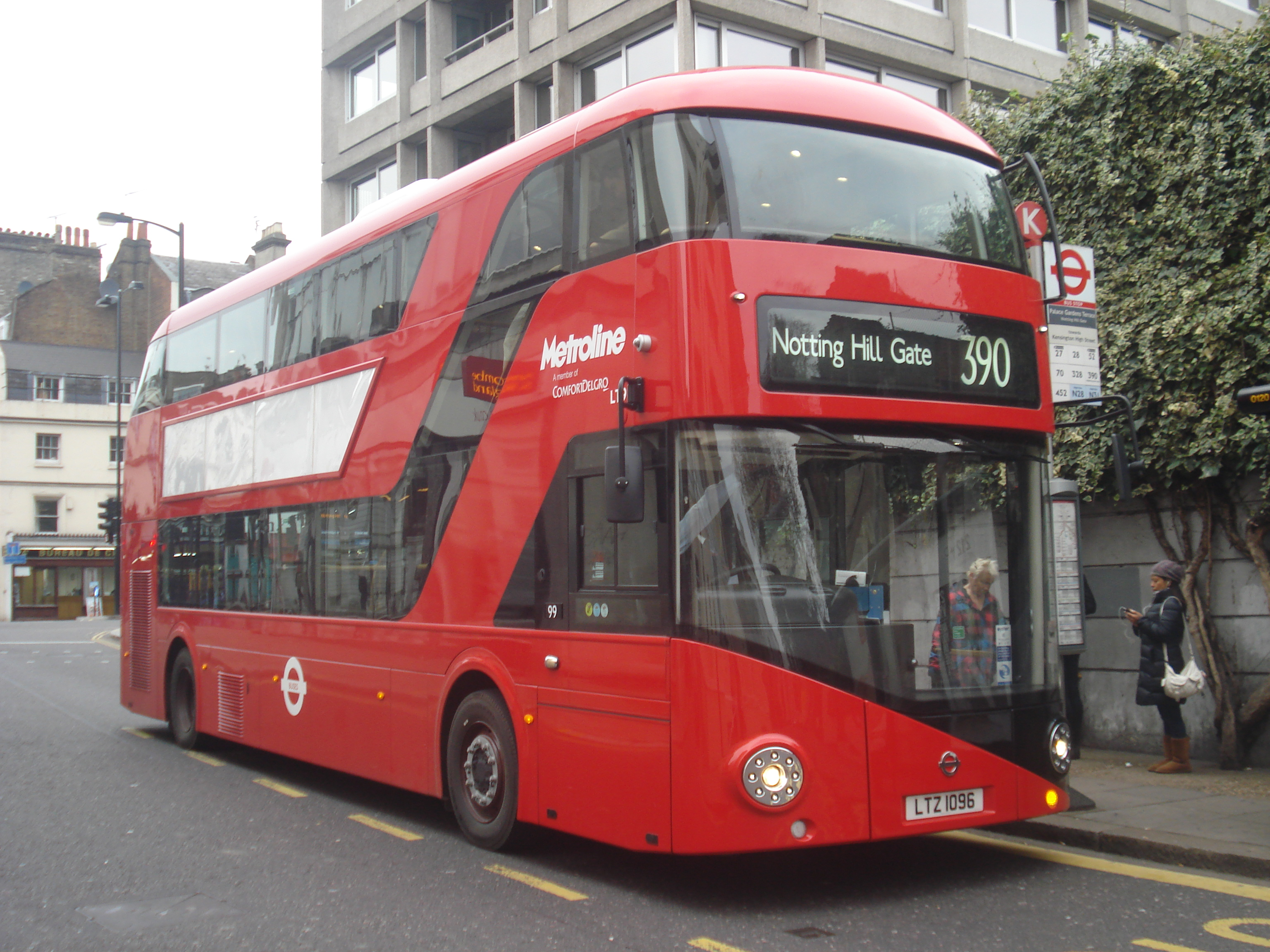 metroline bus lt96 (ltz 1096), route 390, 7 december 2013 (1).jpg