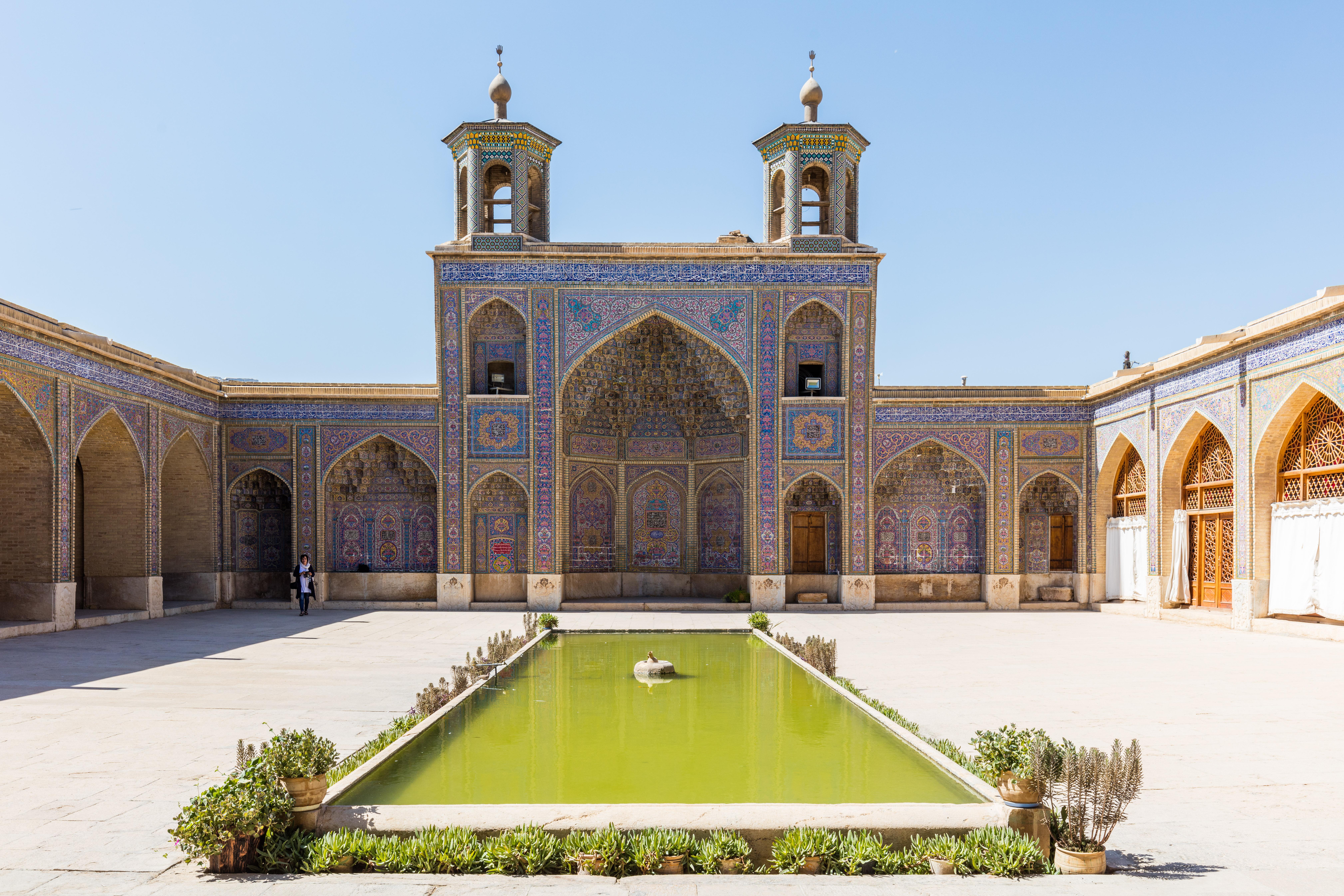 Mezquita Image: File:Mezquita De Nasirolmolk, Shiraz, Irán, 2016-09-24, DD