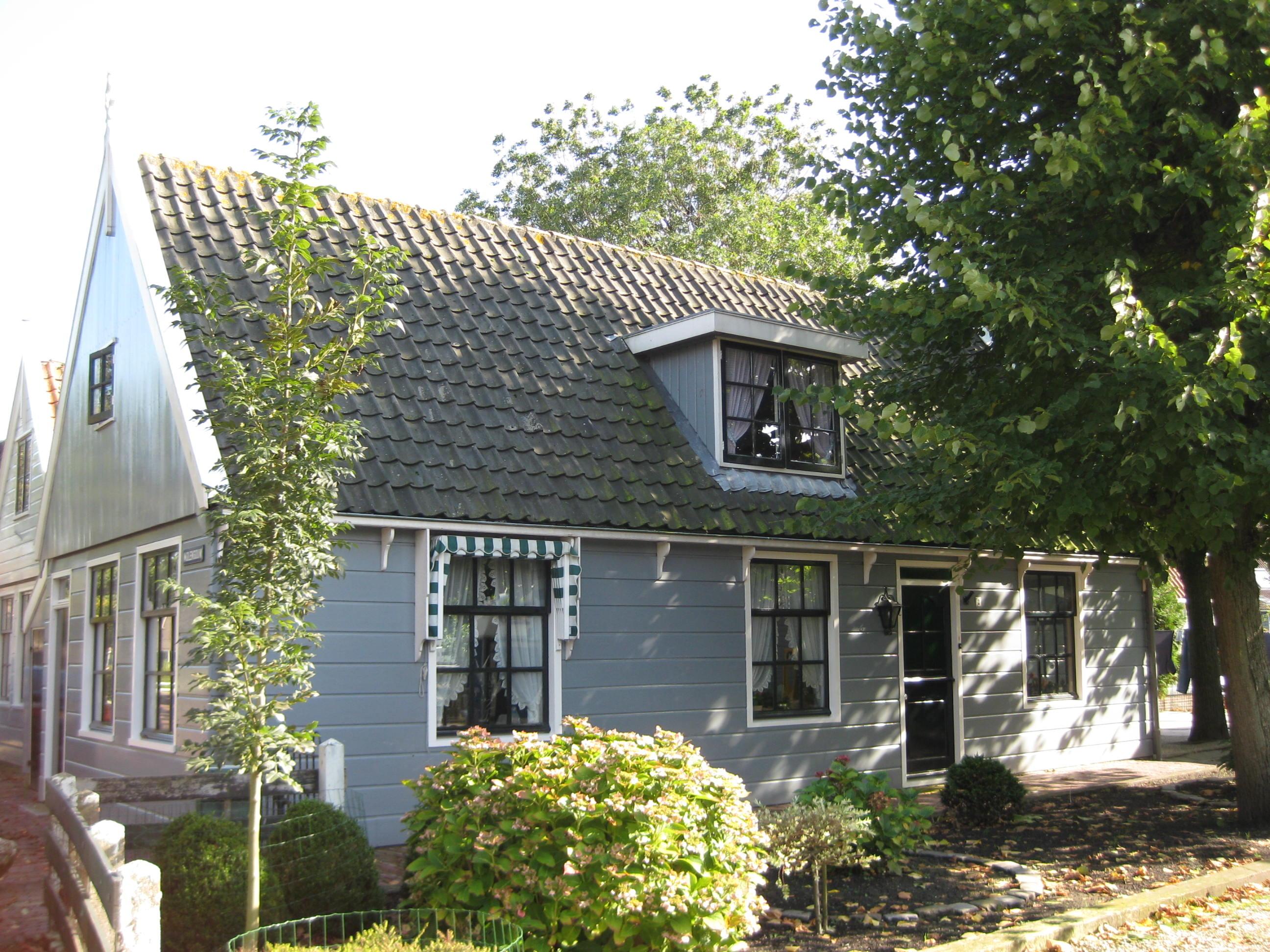 Houten huis met zadeldak in broek in waterland monument - Meer mooie houten huizen ...
