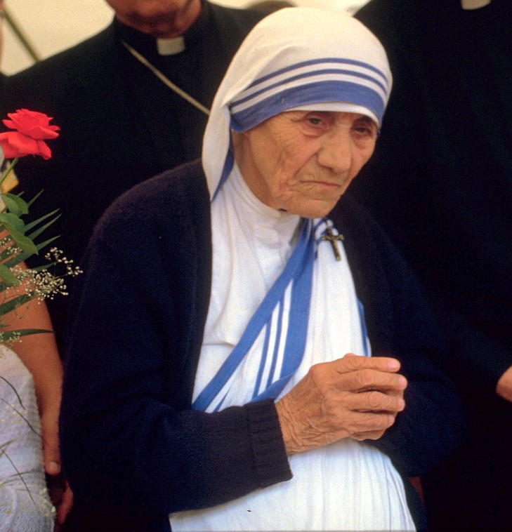 Mutter Teresa 1986. (Quelle: Túrelio via Wikimedia Commons, unter Lizenz CC-BY-SA 2.0)