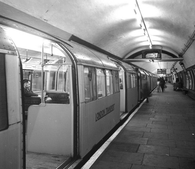 Northbound platform at Tooting Bec underground station - geograph.org.uk - 625352