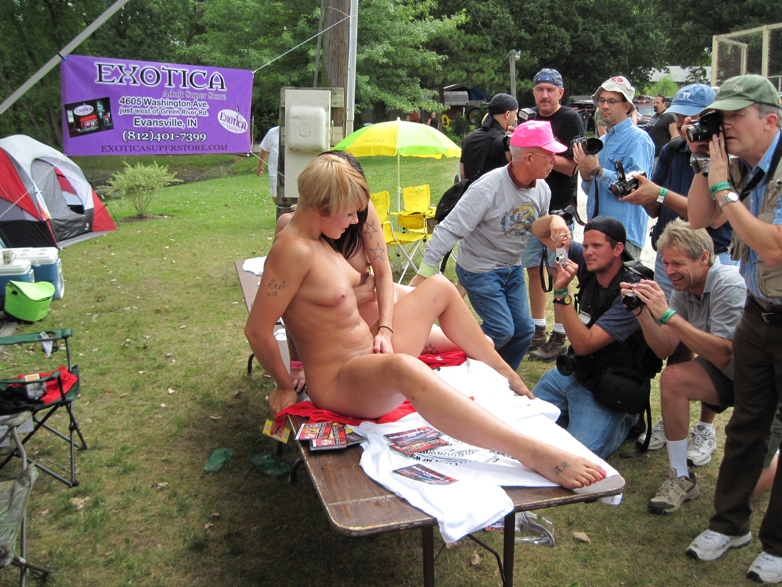 Description Nudes-A-Poppin 2009 0024.jpg