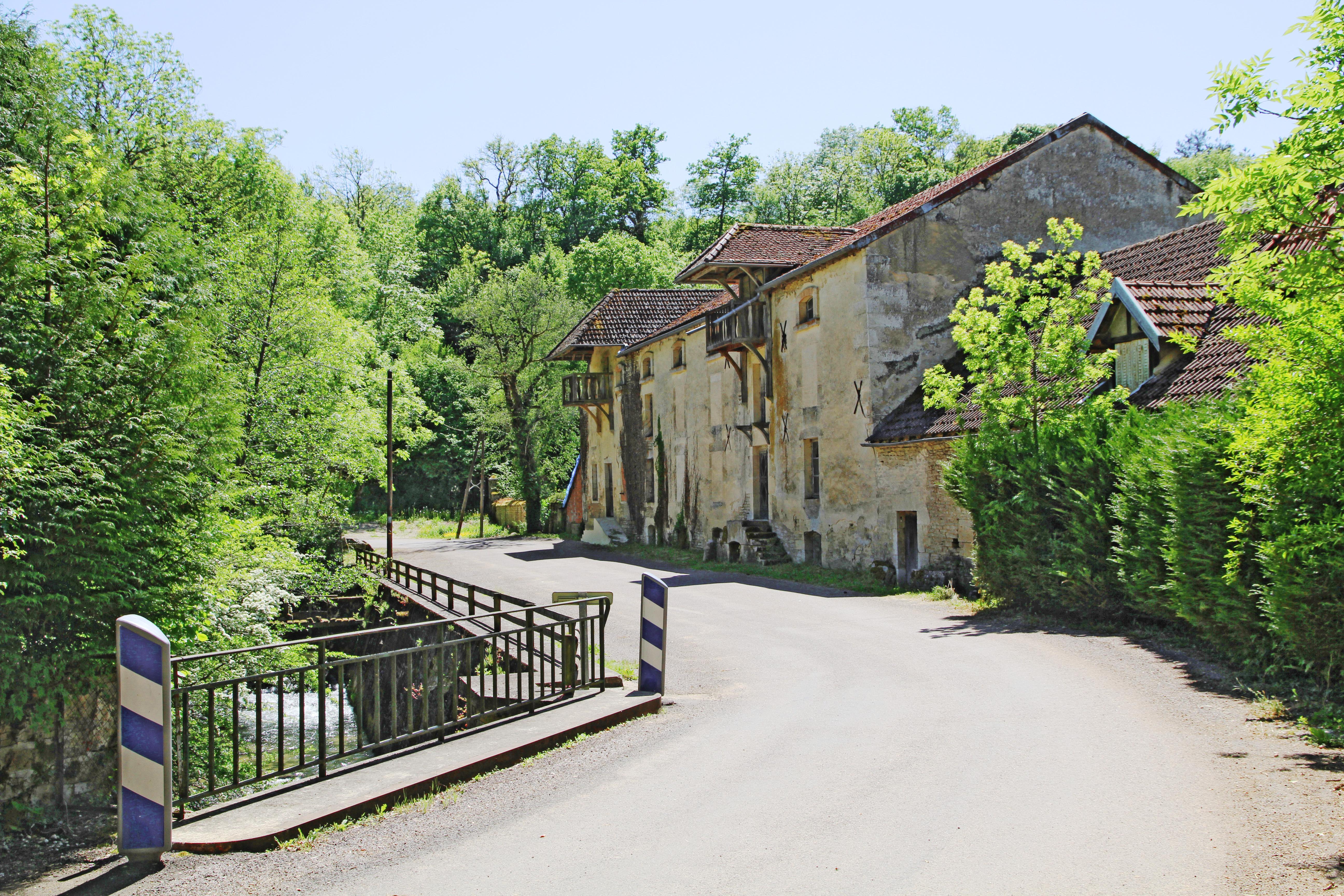 Ancien moulin de l'abbaye d'Oigny sur la Seine.
