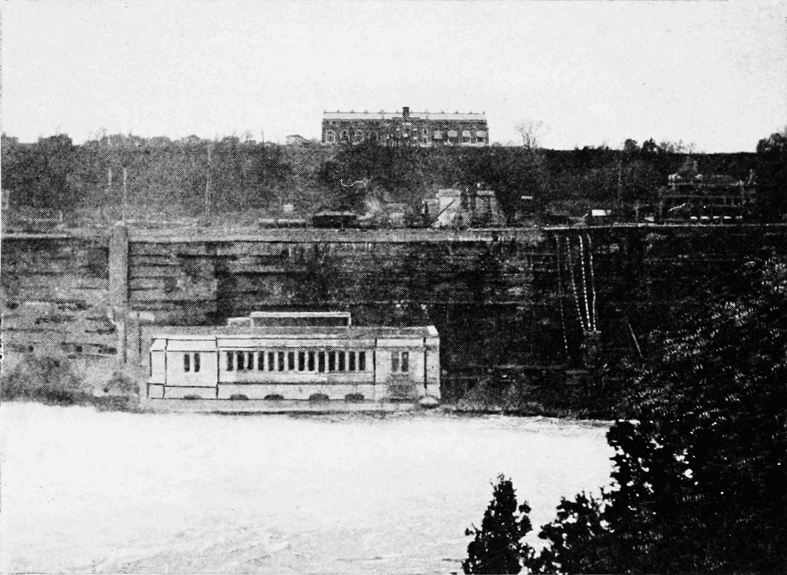 PSM V73 D308 Ontario power station below the falls.png