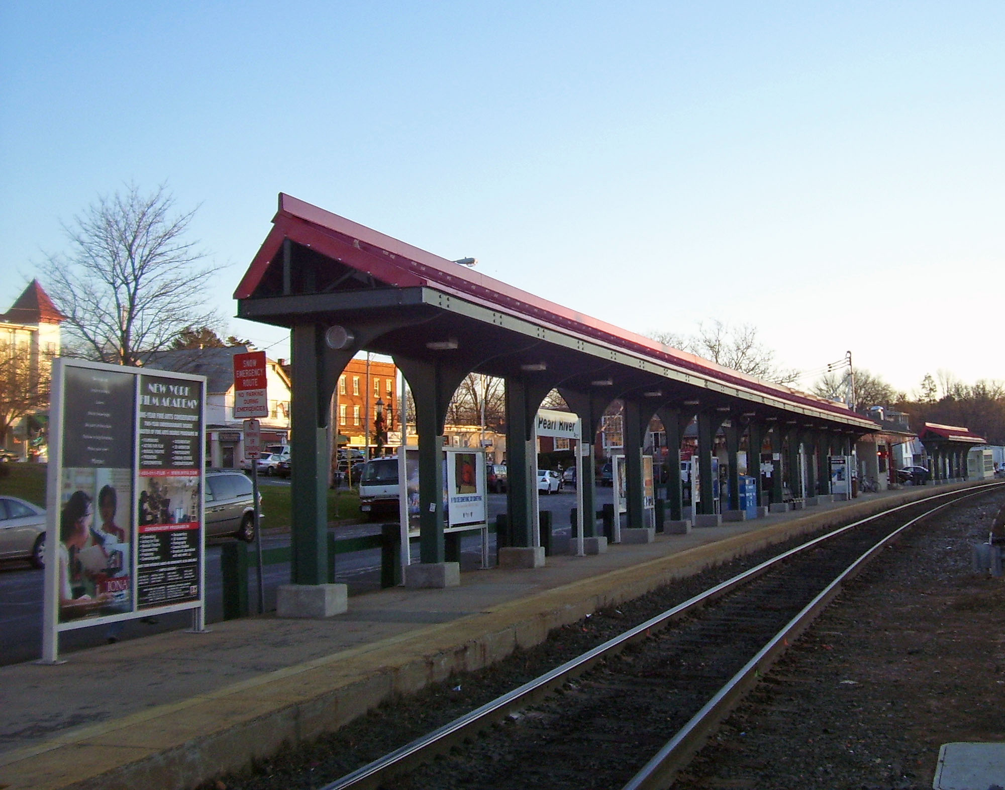 File Pearl River Ny Train Station Jpg Wikimedia Commons