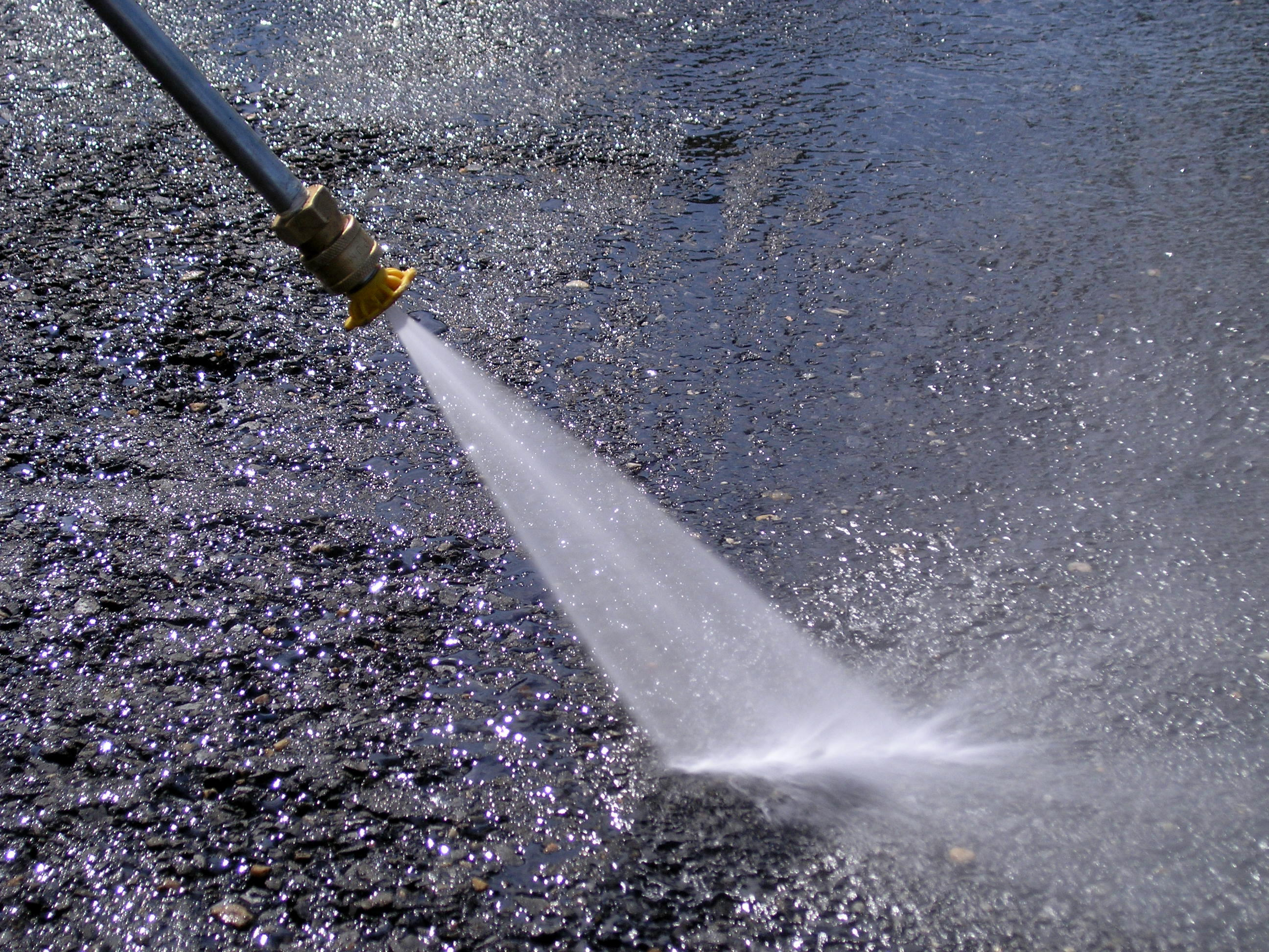 File pressure wash jpg wikipedia - Using water pressure roof cleaning ...